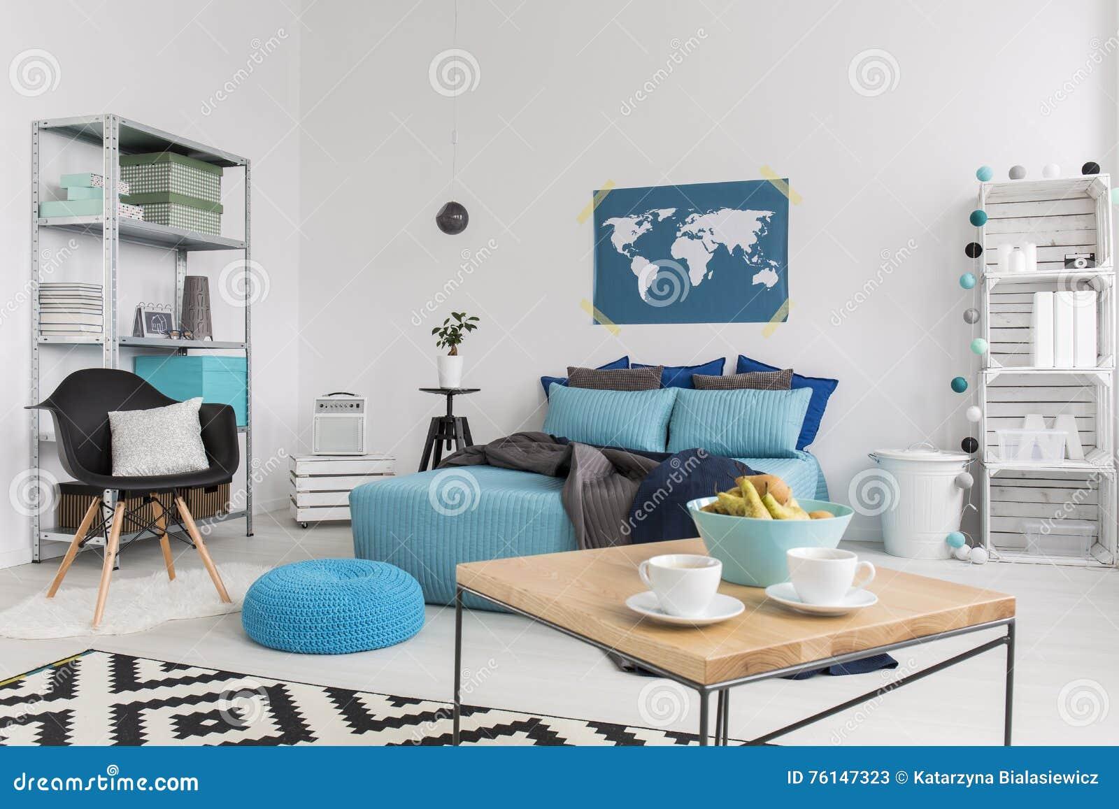 Slaapkamer Ideeen Turquoise : Modern binnenland met milieuvriendelijke ideeën stock afbeelding
