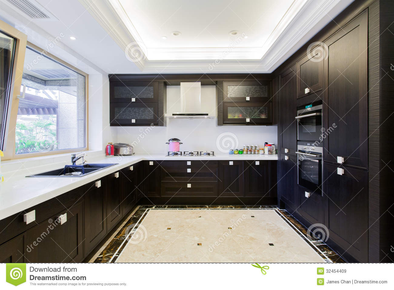 Big Modern Kitchen Royalty Free Stock Images - Image: 32454409