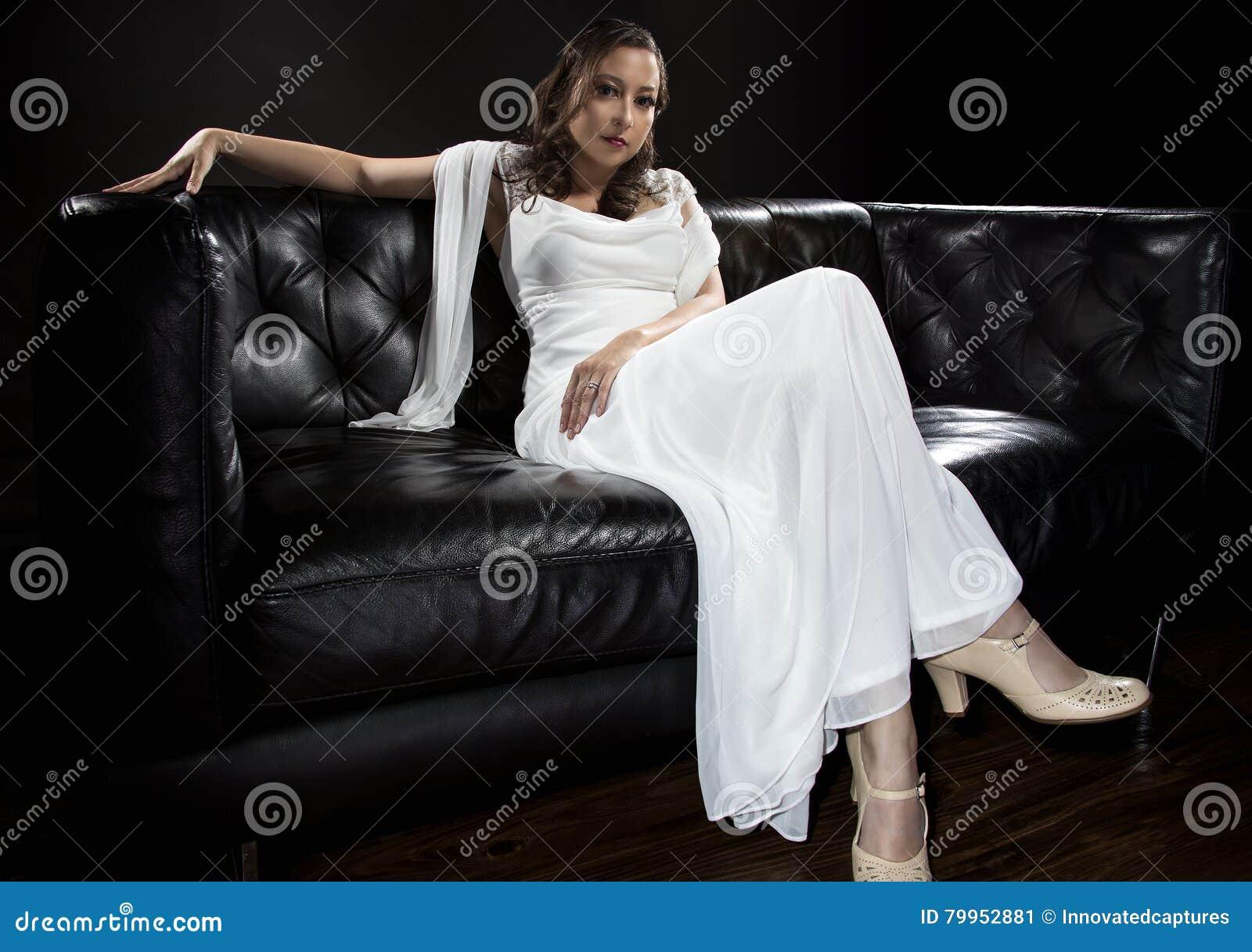 Modern brud- bröllopsklänning
