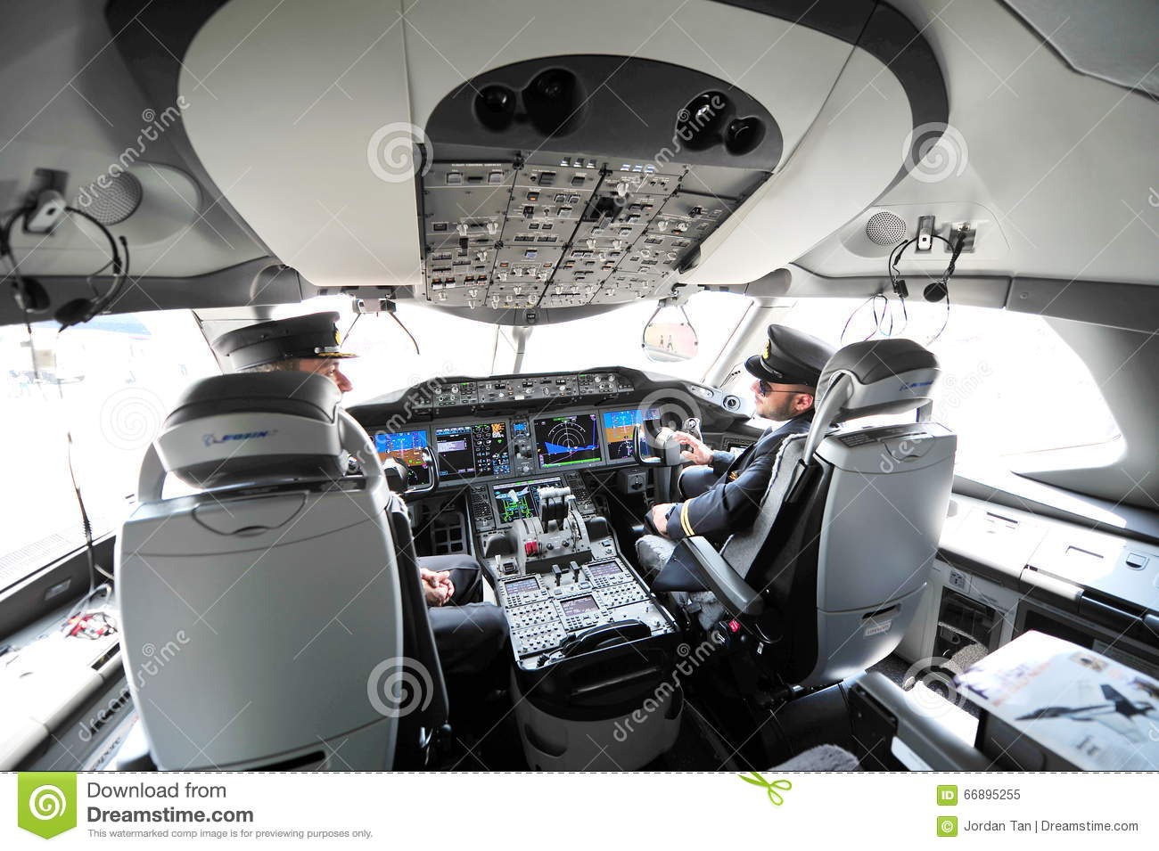 Modern Cockpit Of Qatar Airways Boeing 787-8 Dreamliner At