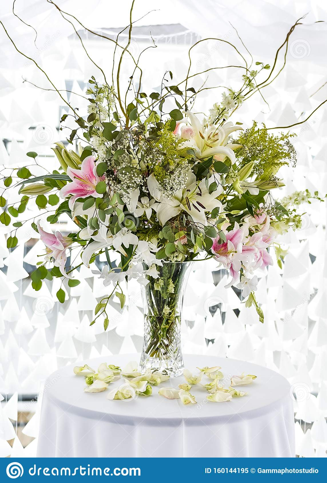 Modern Contemporary Big Flower Bouquet Centerpiece At Event Stock Image Image Of Bouquet Classic 160144195