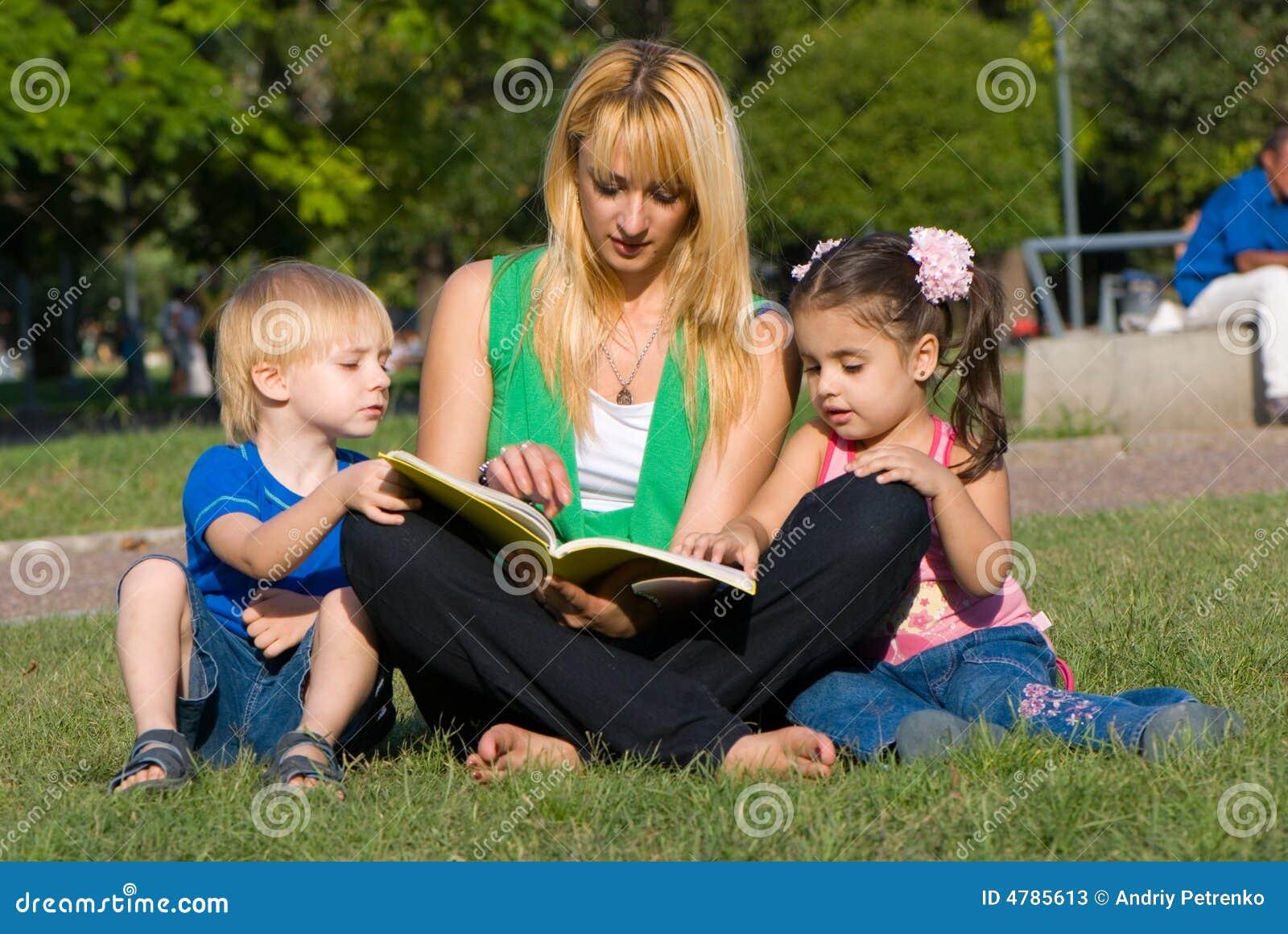 Modern för bokbarngläntan läser till