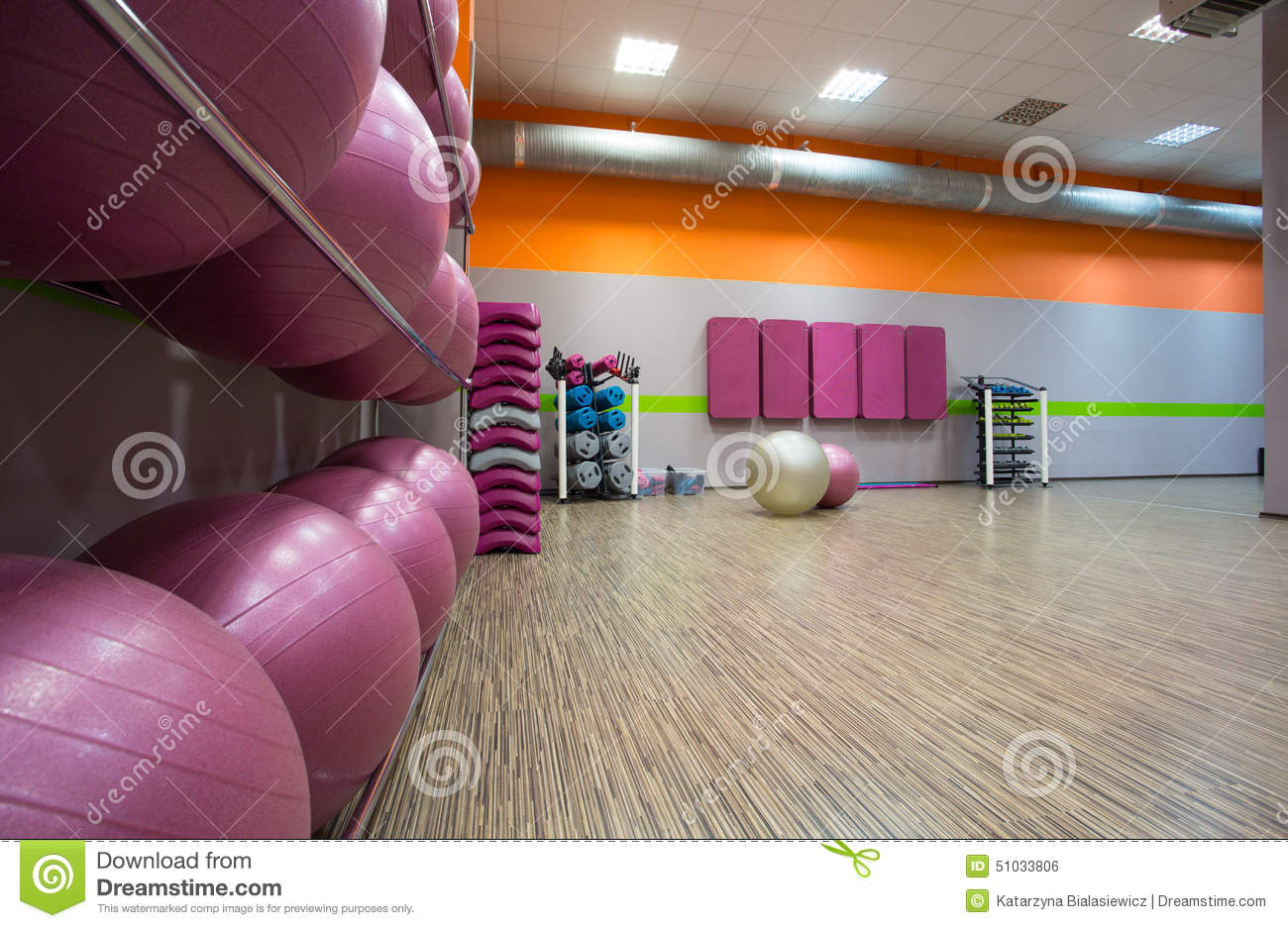 Fitnessraum modern  Modern fitness center stock photo. Image of modern, indoor - 51033806