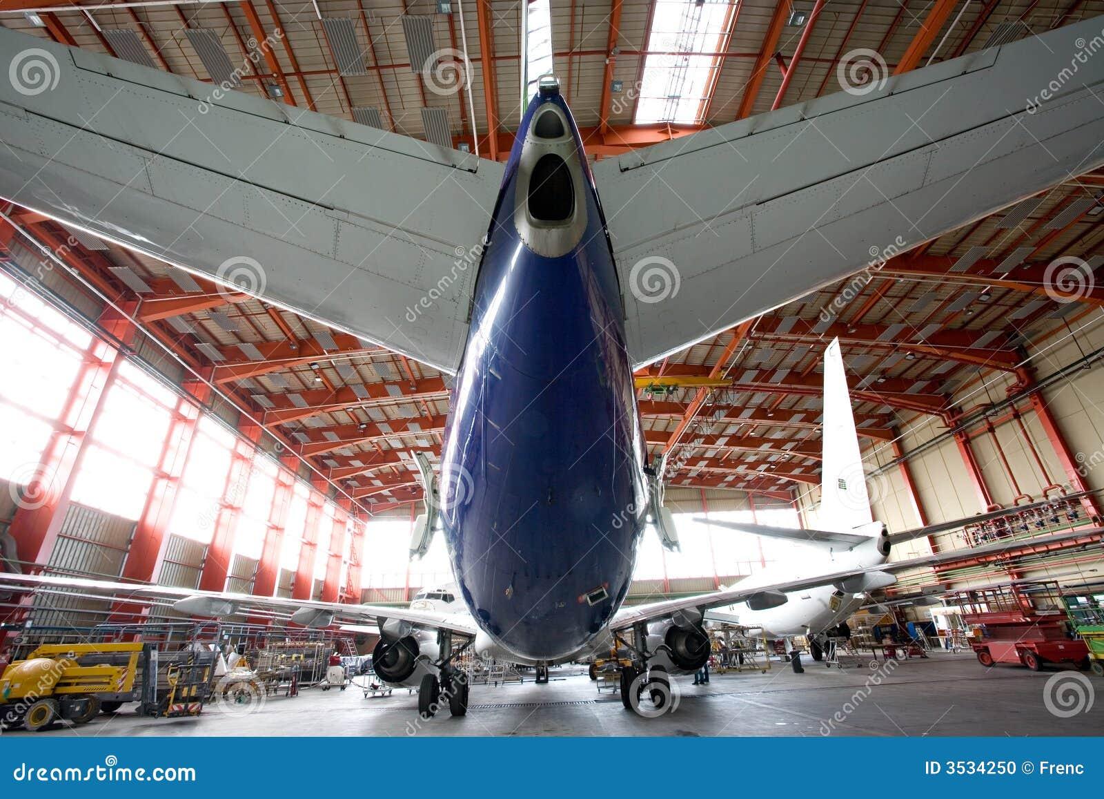 Modern flygplanhangar