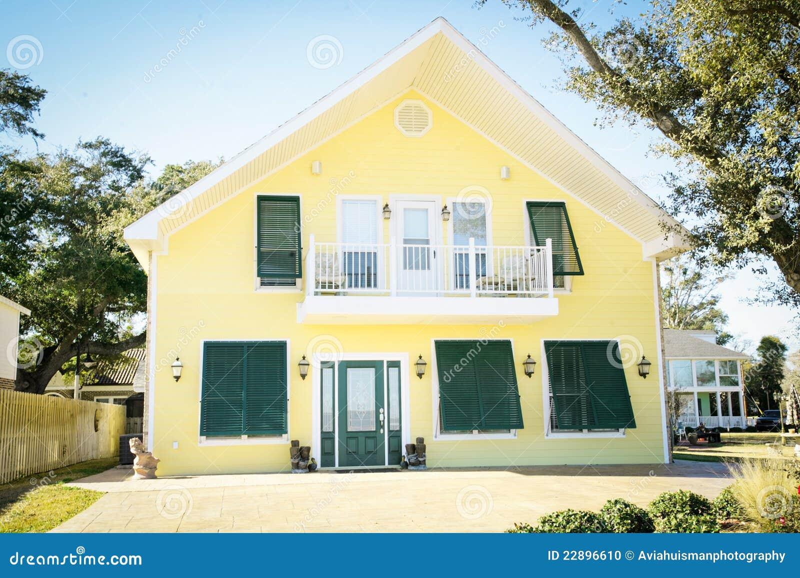 Modern geel amerikaans huis stock foto beeld 22896610 - Foto modern huis ...