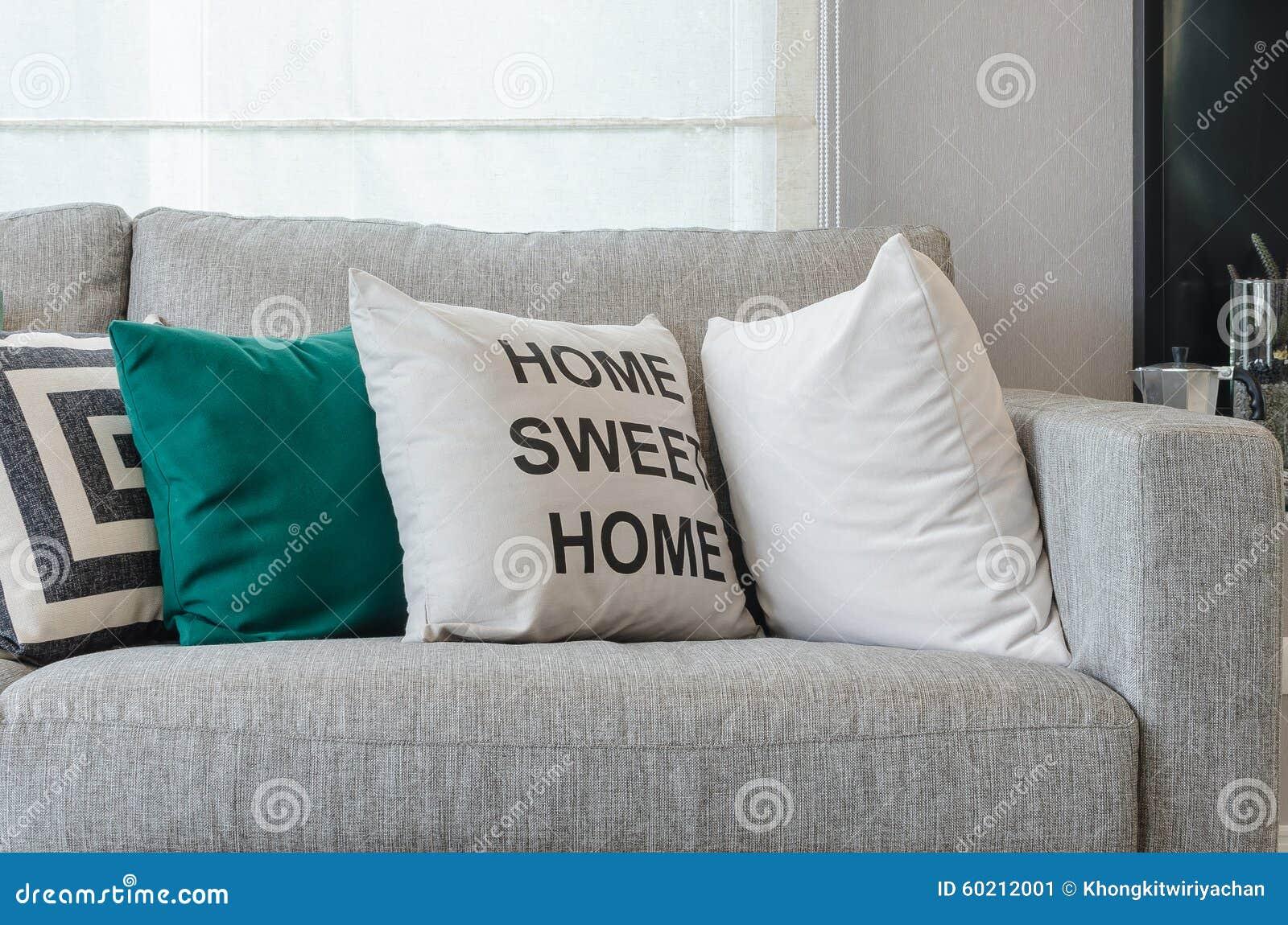 Modern grå soffa med svartvita och gröna kuddar arkivfoto   bild ...