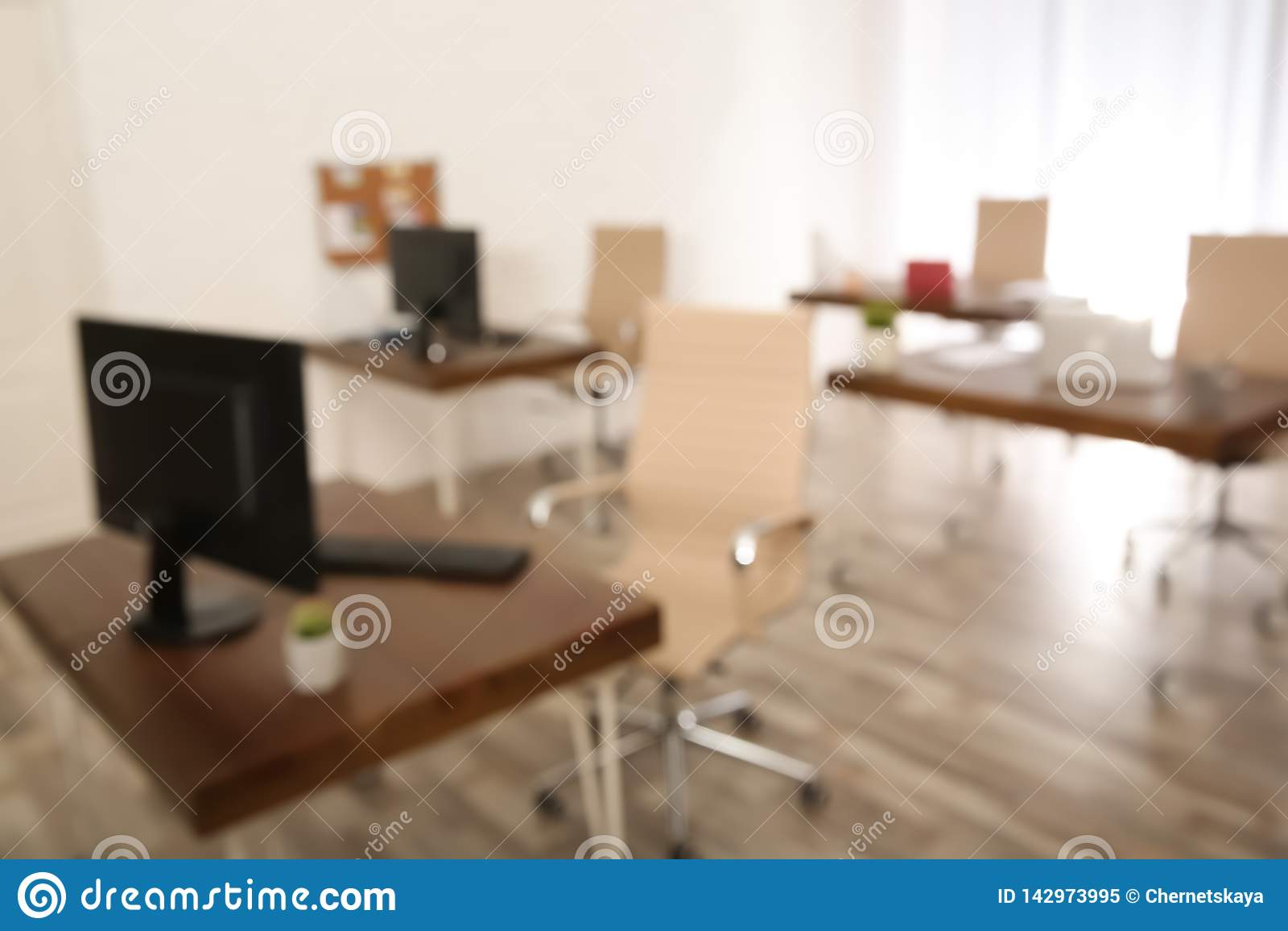 Modern helder aangestoken bureau