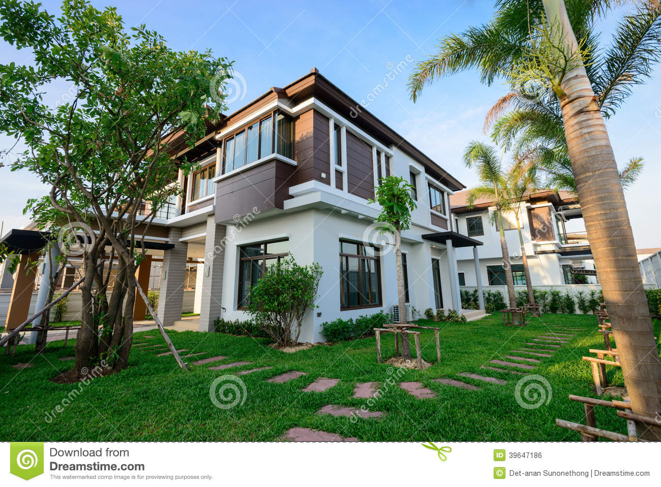 Modern House nd Garden Stock Photo - Image: 39647186 - ^