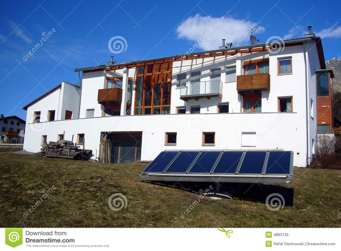 Modern House With Solar Panels Royalty Free Stock Photo