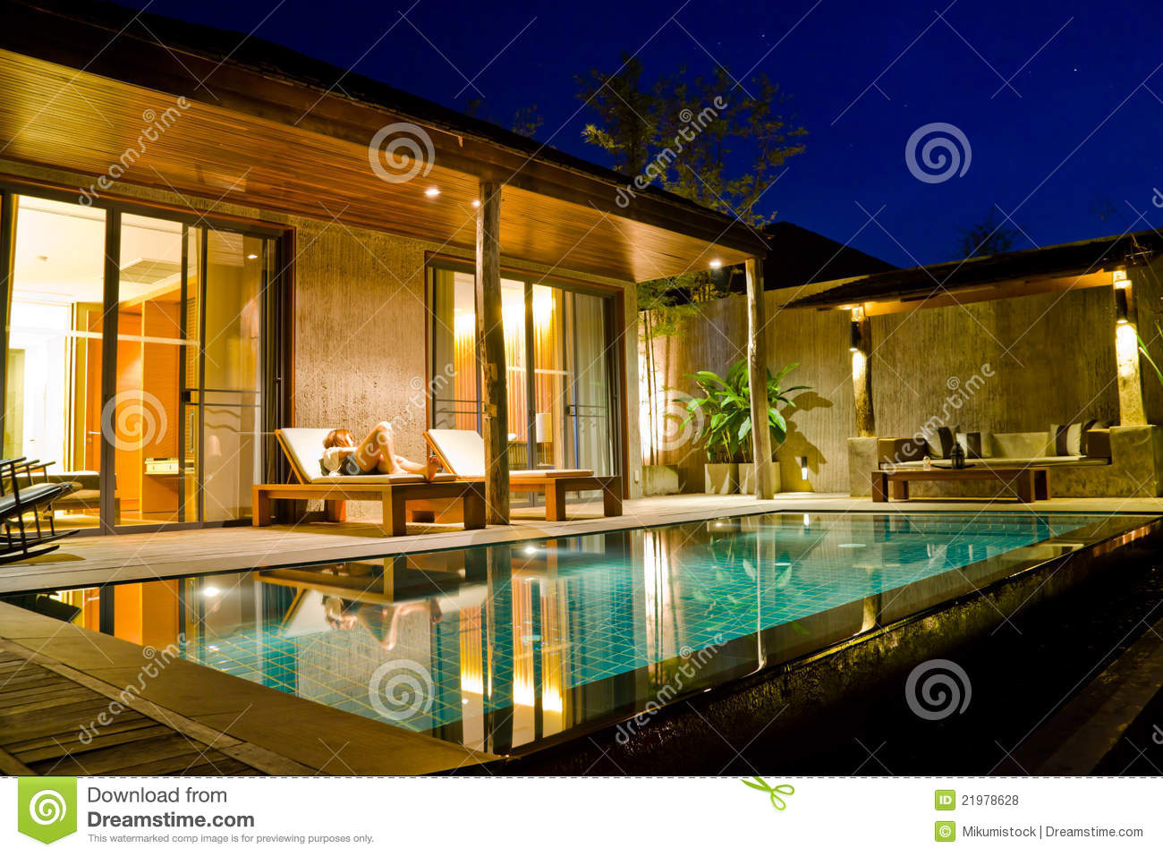 modern house with swimming pool royalty free stock photos image