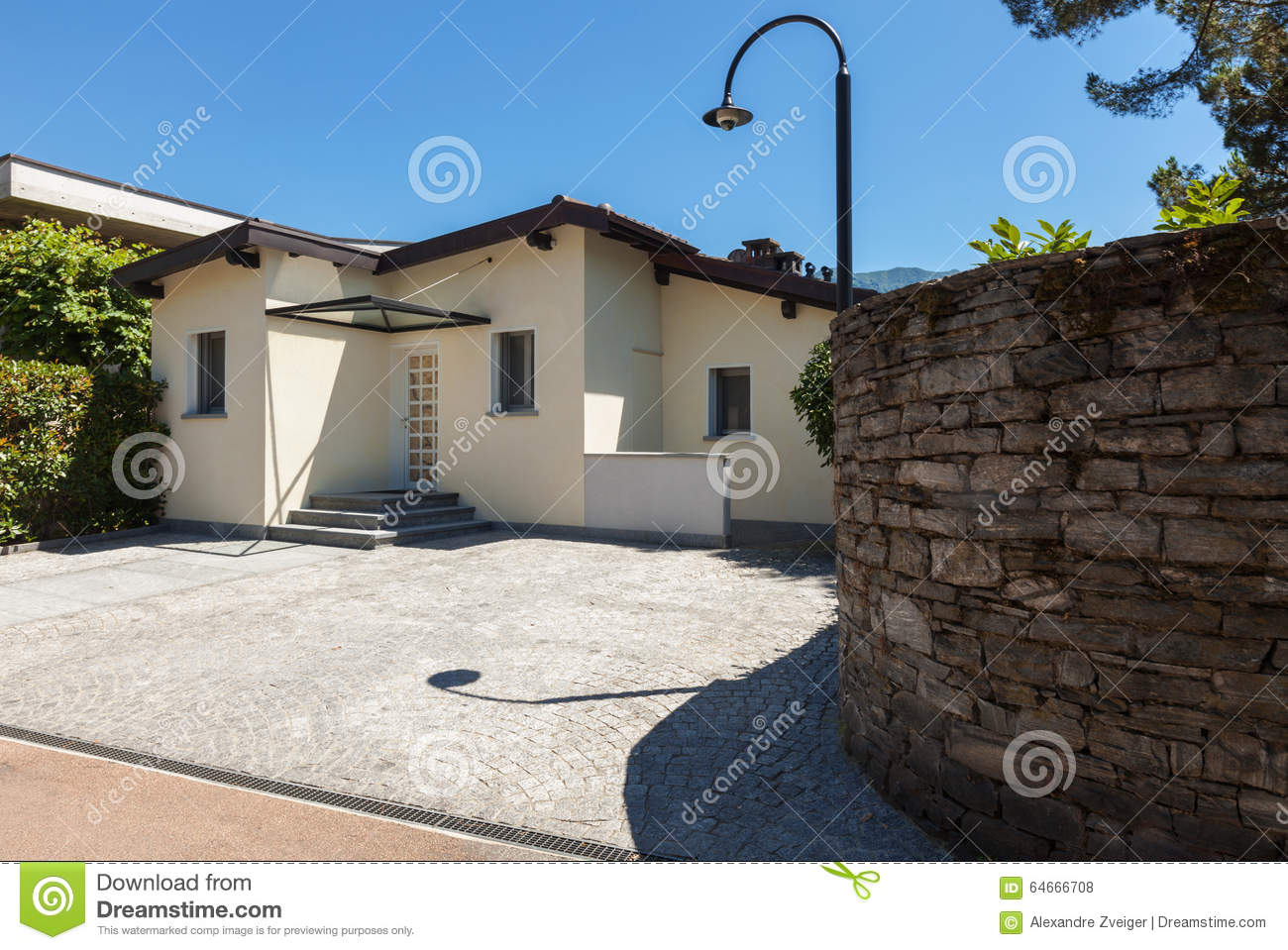 Modern House, View From he ntrance On he oad Stock Photo ... - ^