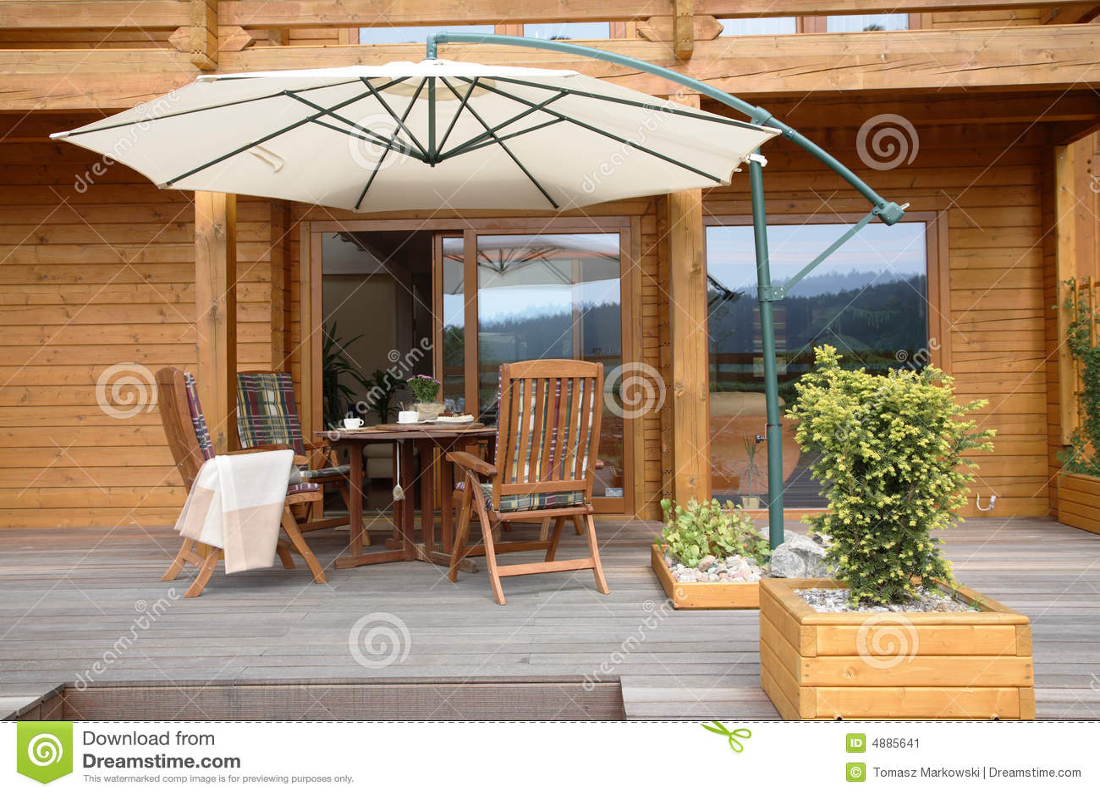 Modern houten terras stock afbeelding afbeelding 4885641 for Terras modern huis