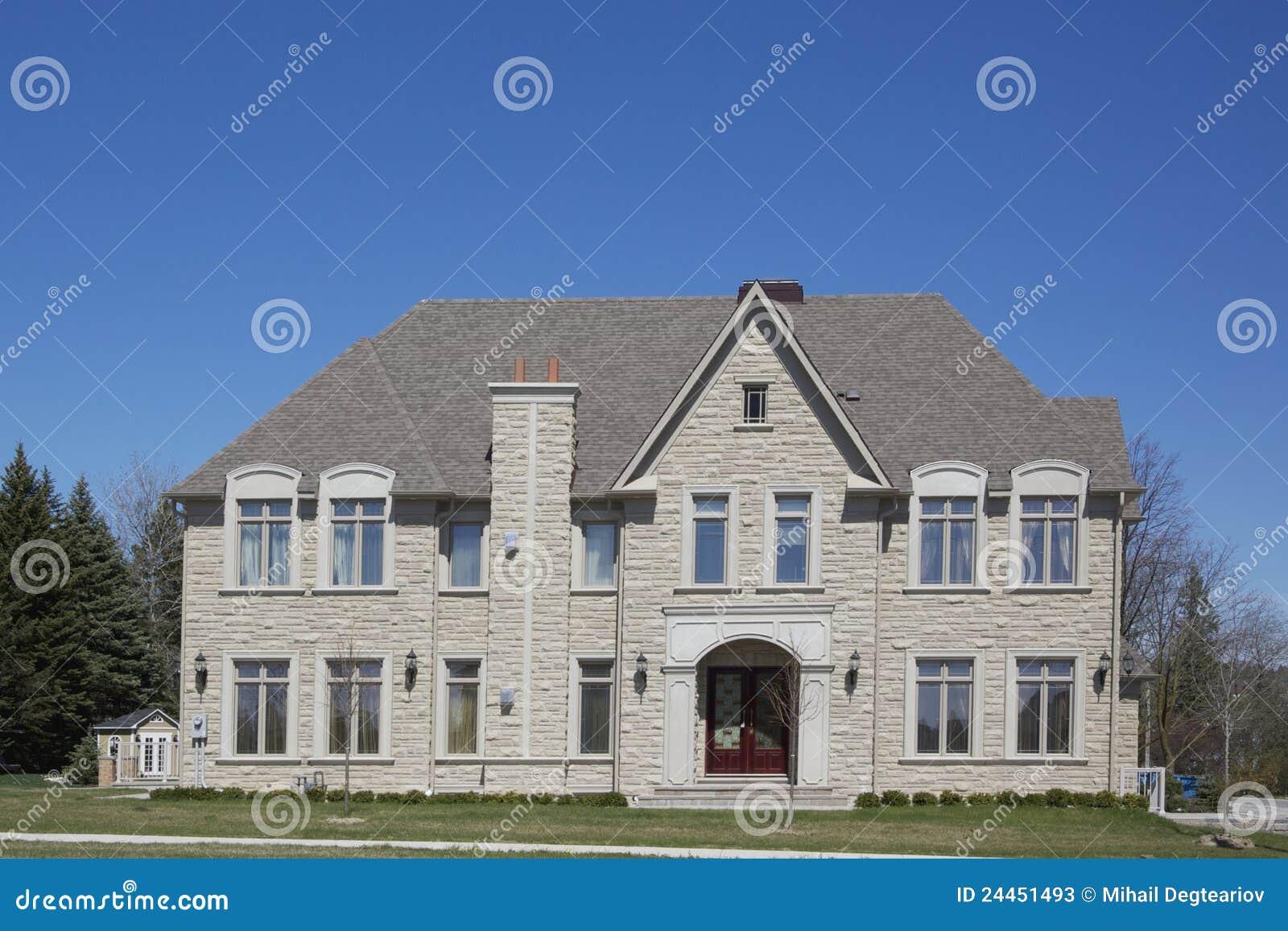 Modern huis stock foto 39 s afbeelding 24451493 - Landscaping modern huis ...