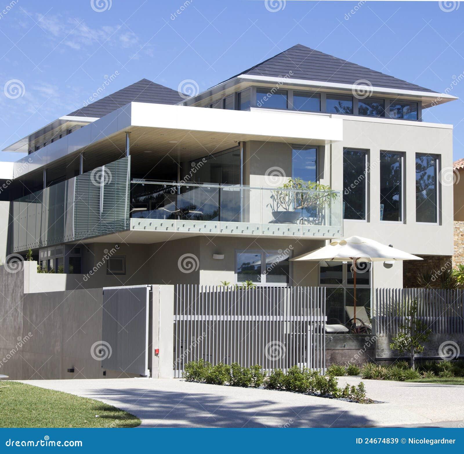 Modern huis stock afbeelding afbeelding bestaande uit voorzijde 24674839 - Eigentijds huis grijs ...