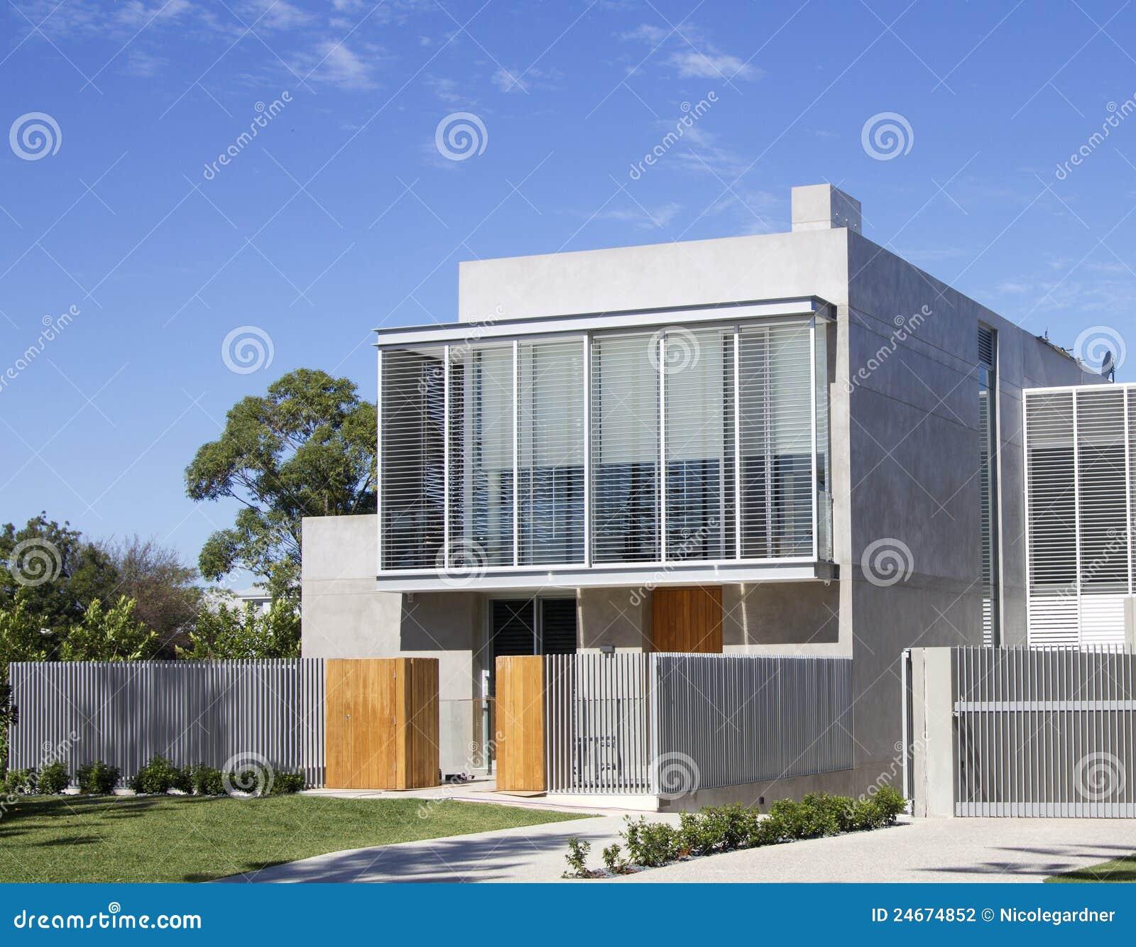 Modern huis stock foto afbeelding bestaande uit building 24674852 - Foto modern huis ...