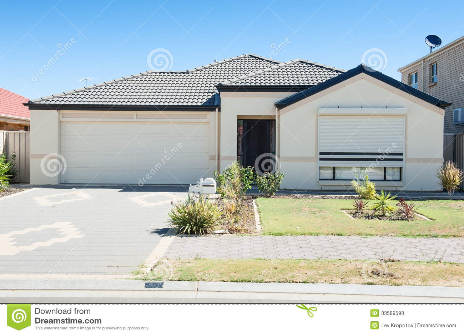 Modern huis in de voorsteden stock afbeelding afbeelding 33589593 - Foto huis in l ...