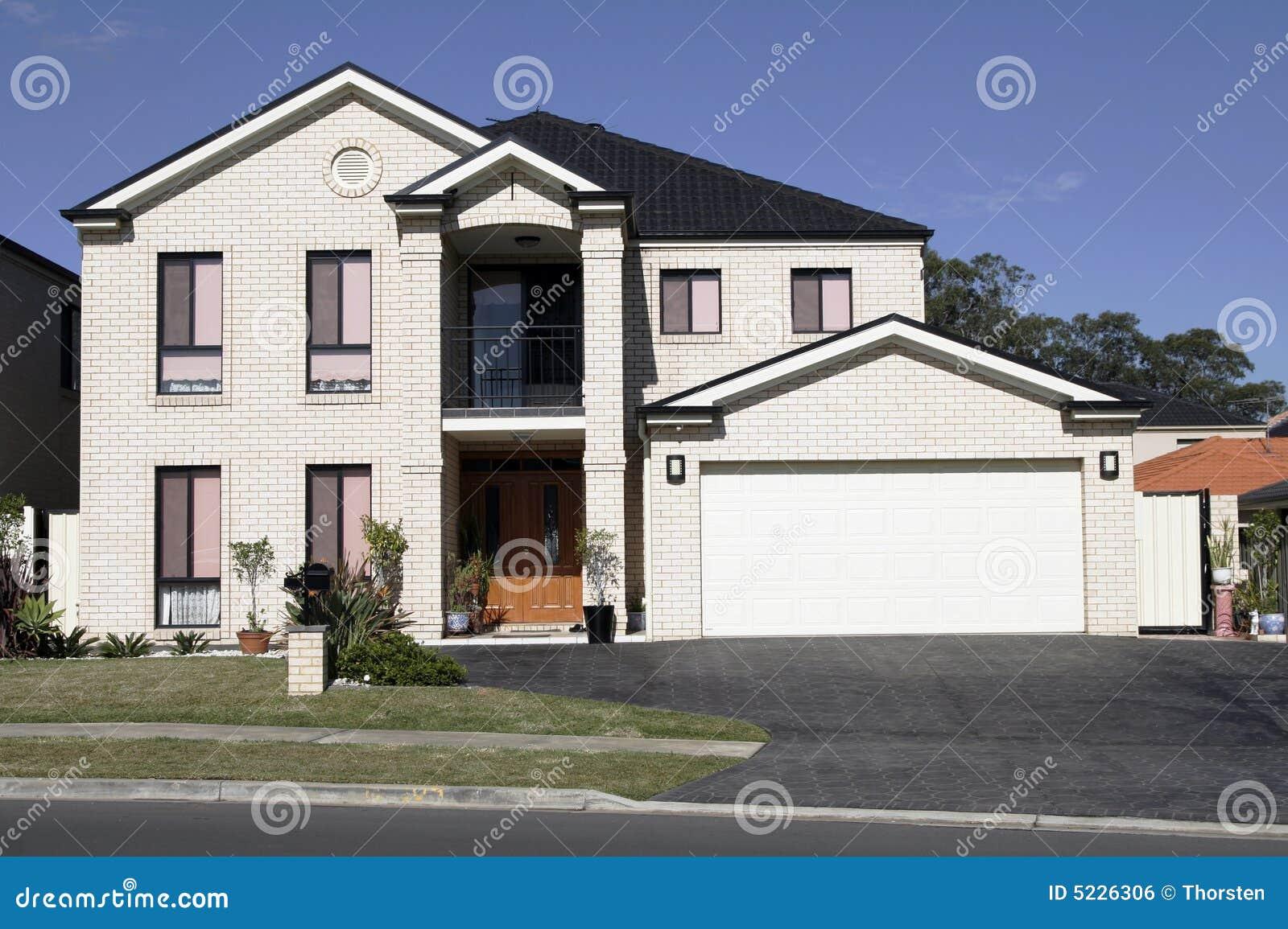 Modern huis in de voorsteden stock foto afbeelding 5226306 - Foto modern huis ...