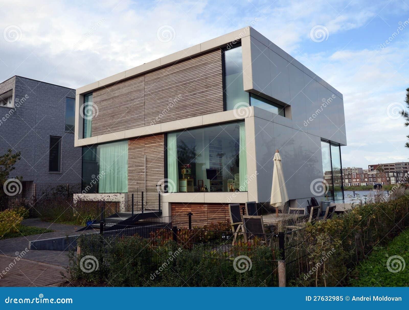 Huis Modern Huis : Modern huis met tuin in amsterdam stock afbeelding afbeelding
