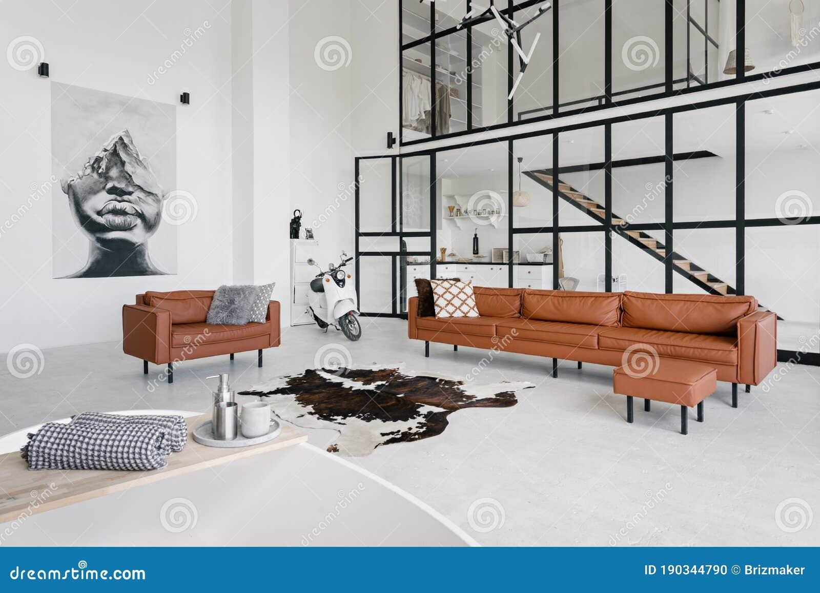 Modern Interieur Met Comfortabele Woonkamer Stock Foto Afbeelding Bestaande Uit Ontwerp Leeg 190344790