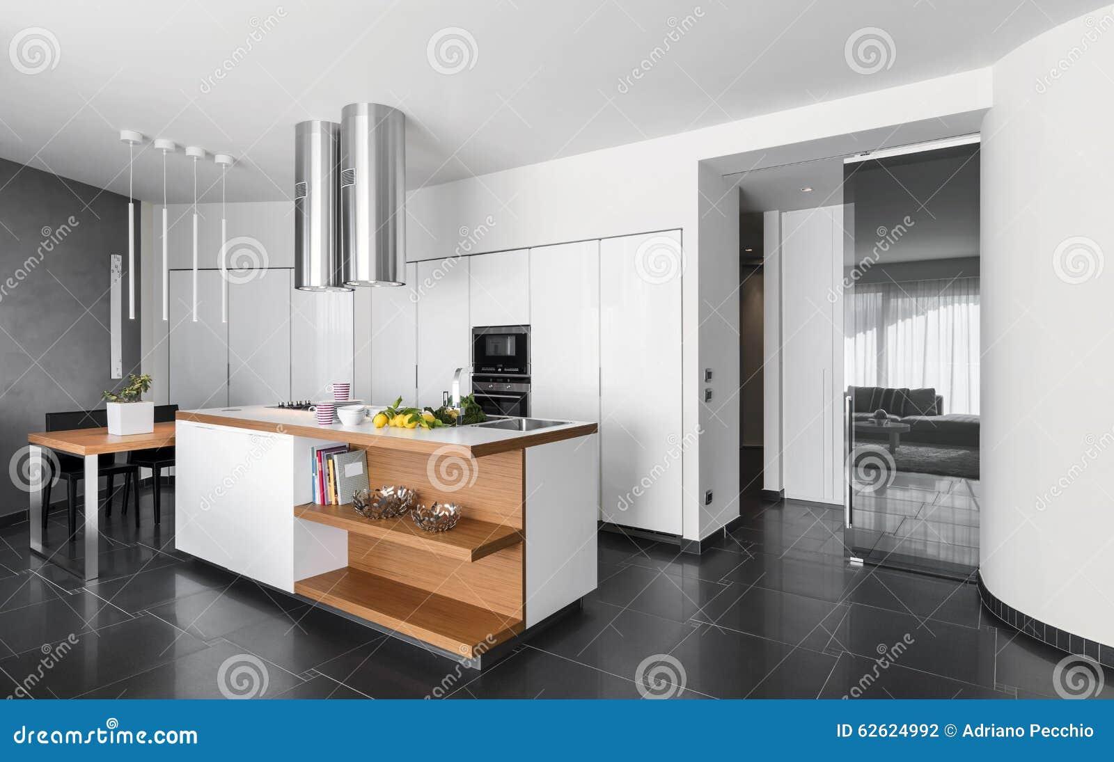 Modern keukeneiland stock foto afbeelding bestaande uit deur