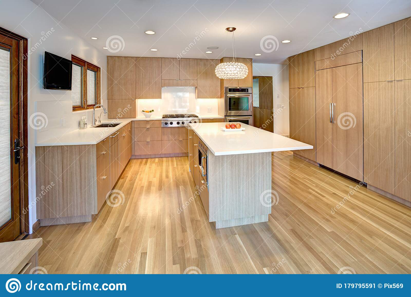Quarter Saw White Oak Residential Kitchen Cabinets Stock Image Image Of Construction Builtins 179795591