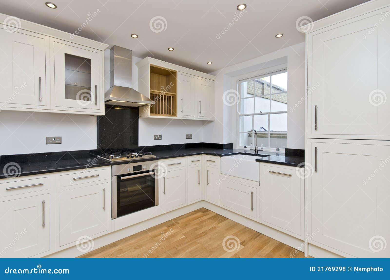 Modern kitchen l shape kitchen in white royalty free stock - Disenos de cocinas modernas ...