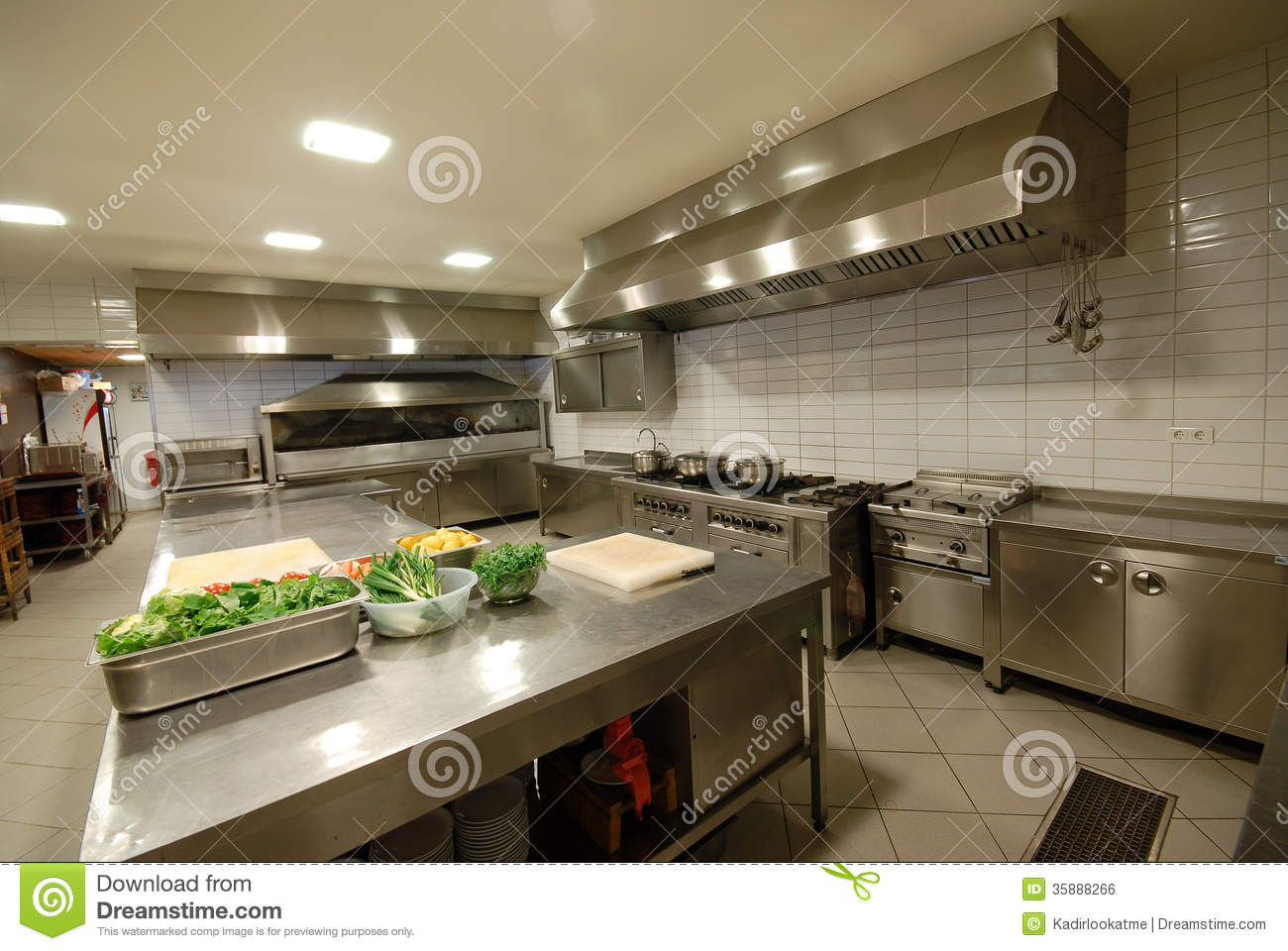 Modern kitchen in restaurant stock photo image of food for Cuisine moderne