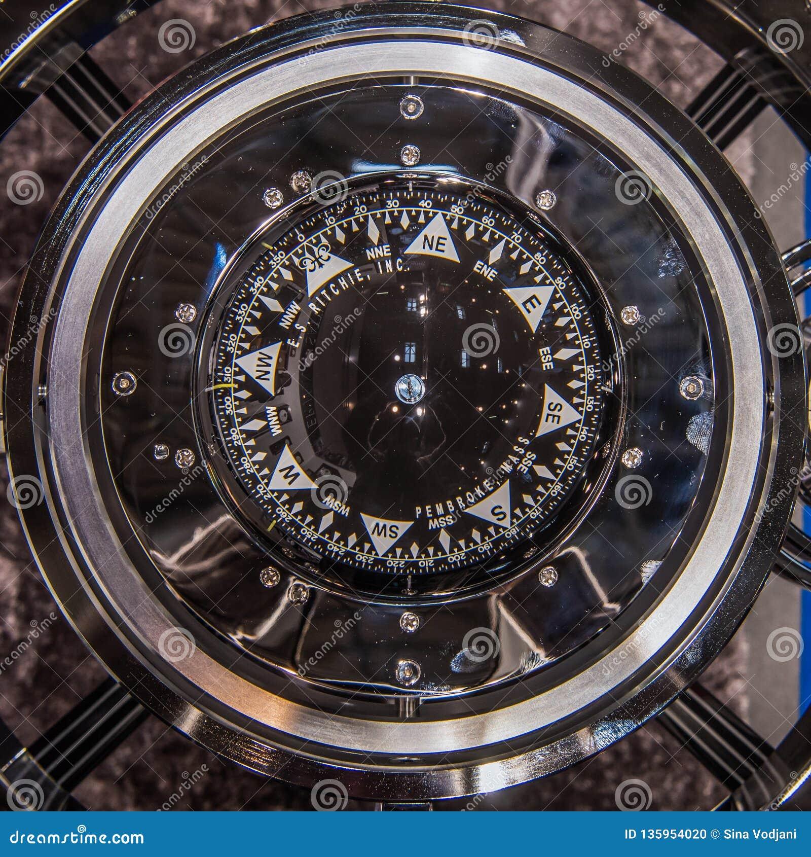 Modern kompass för skepp