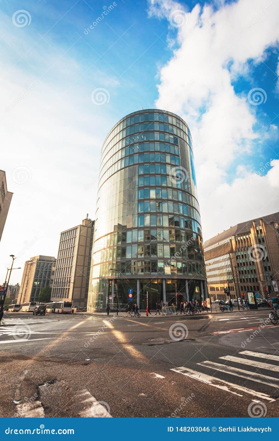 Modern kontorsbyggnad i en stads- milj?
