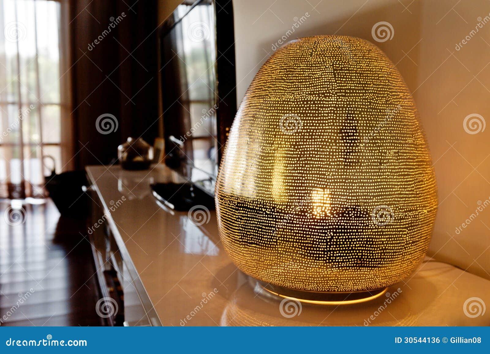 Modern lampa i en vardagsrum royaltyfri bild   bild: 30544136
