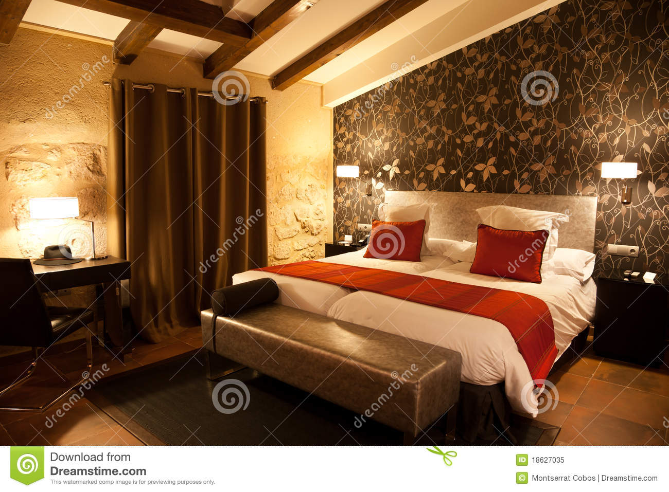 Modern mansard bedroom stock image image of luxury - Camera da letto in mansarda bassa ...