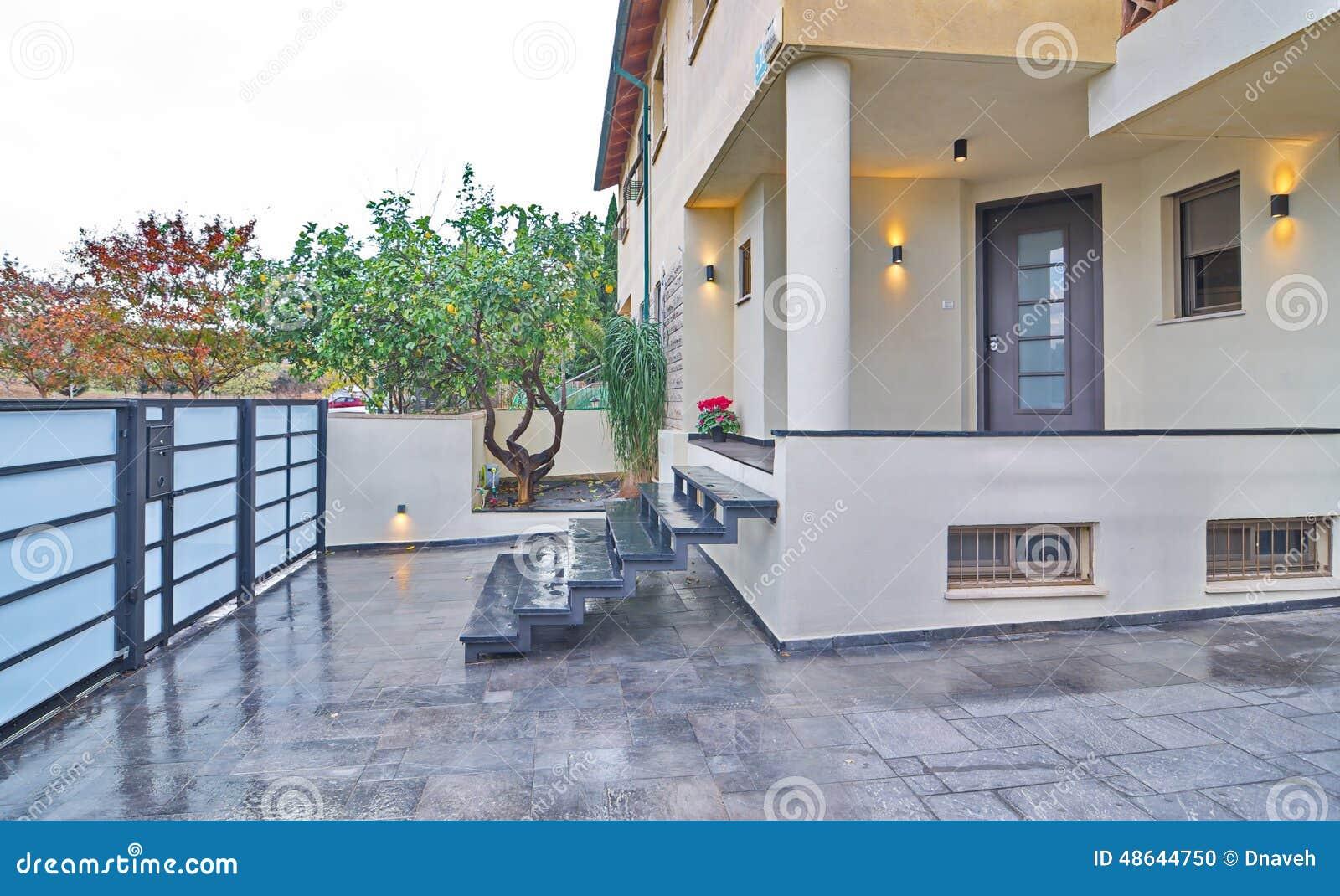 Modern Mediterranean House ntrance Stock Photo - Image: 48644750 - ^
