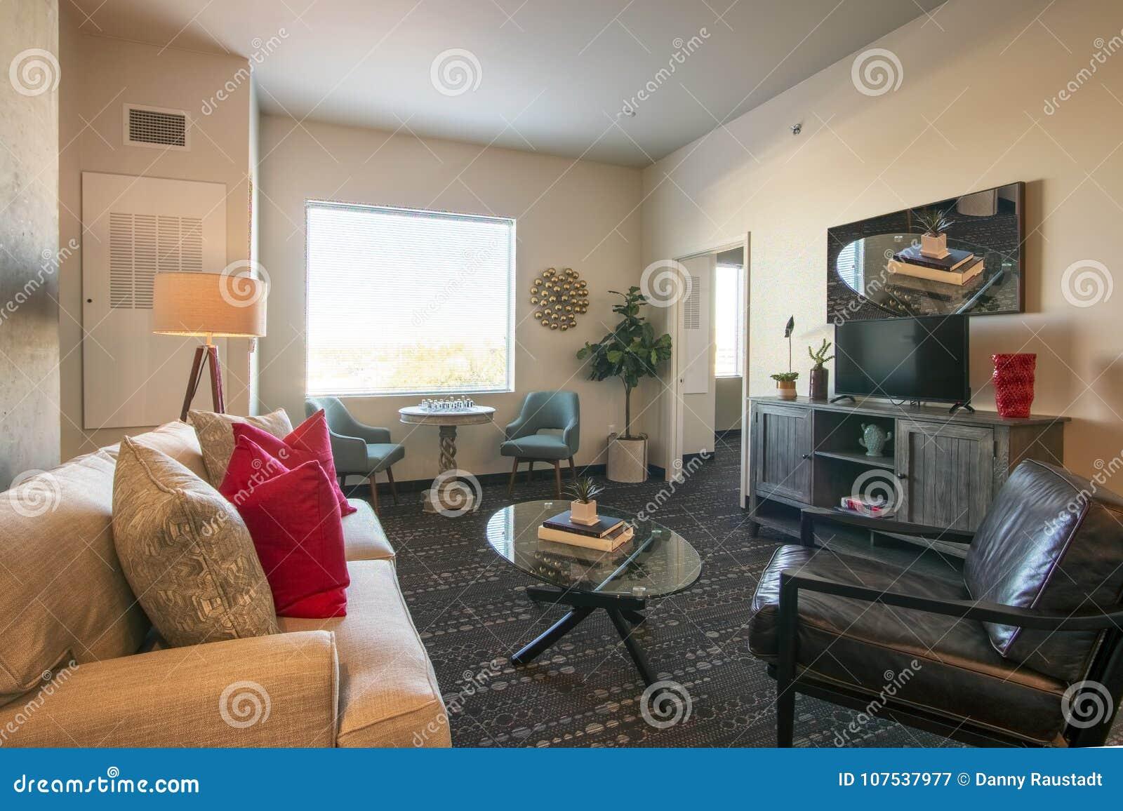 Modern Nieuw Flatwoonkamer en Meubilair