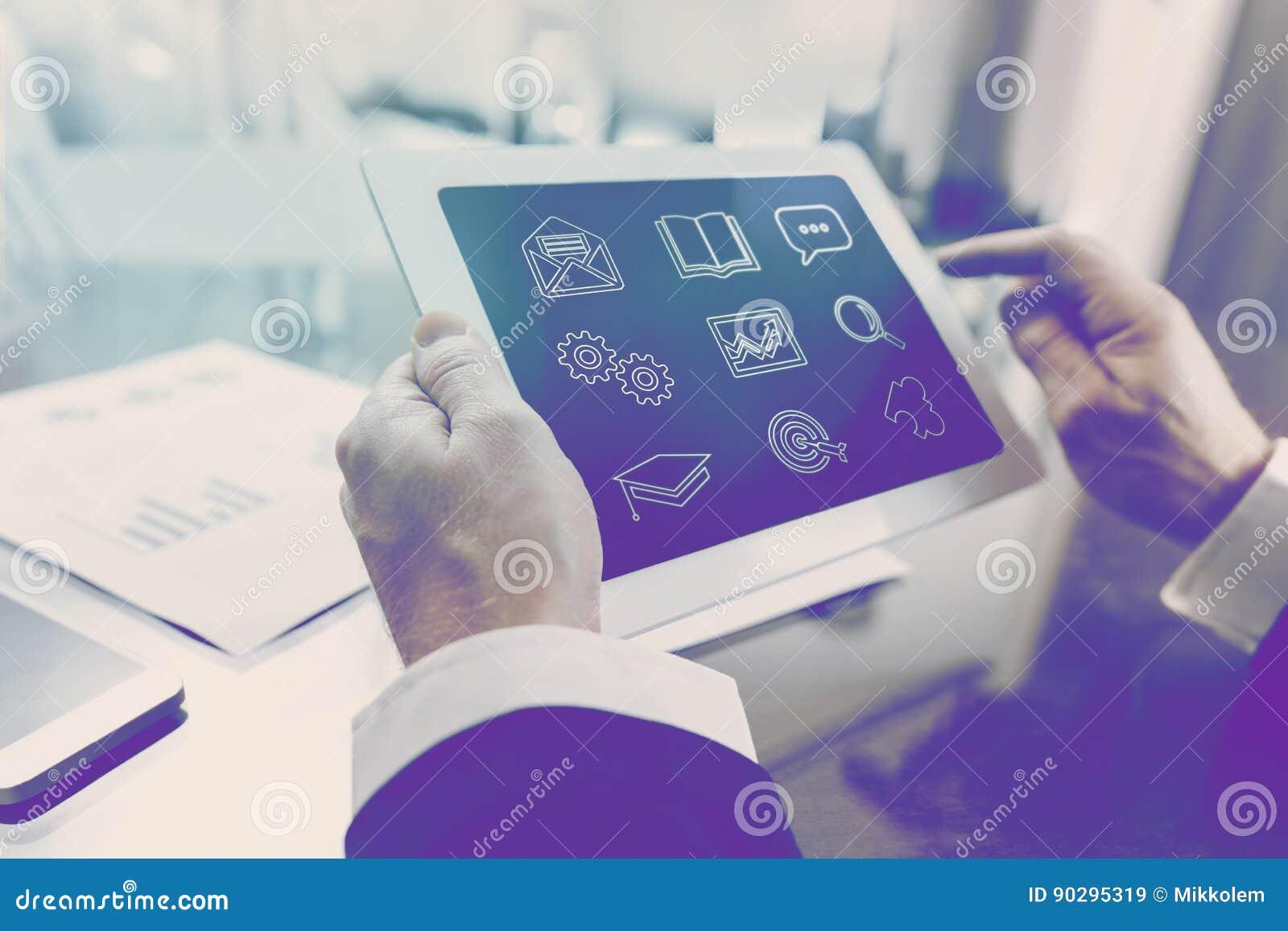Modern online-affärskurs av finans och nationalekonomi