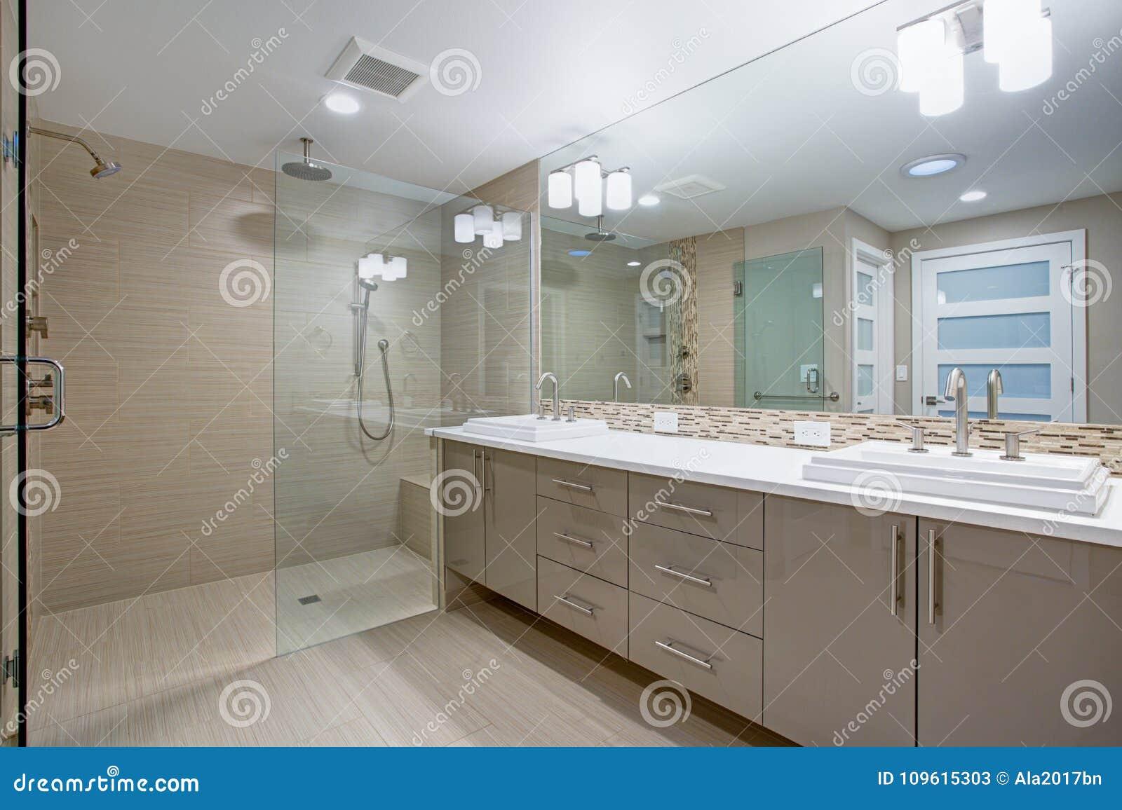 Strange Modern Refreshing Bathroom With A Beige Dual Washstand Download Free Architecture Designs Rallybritishbridgeorg