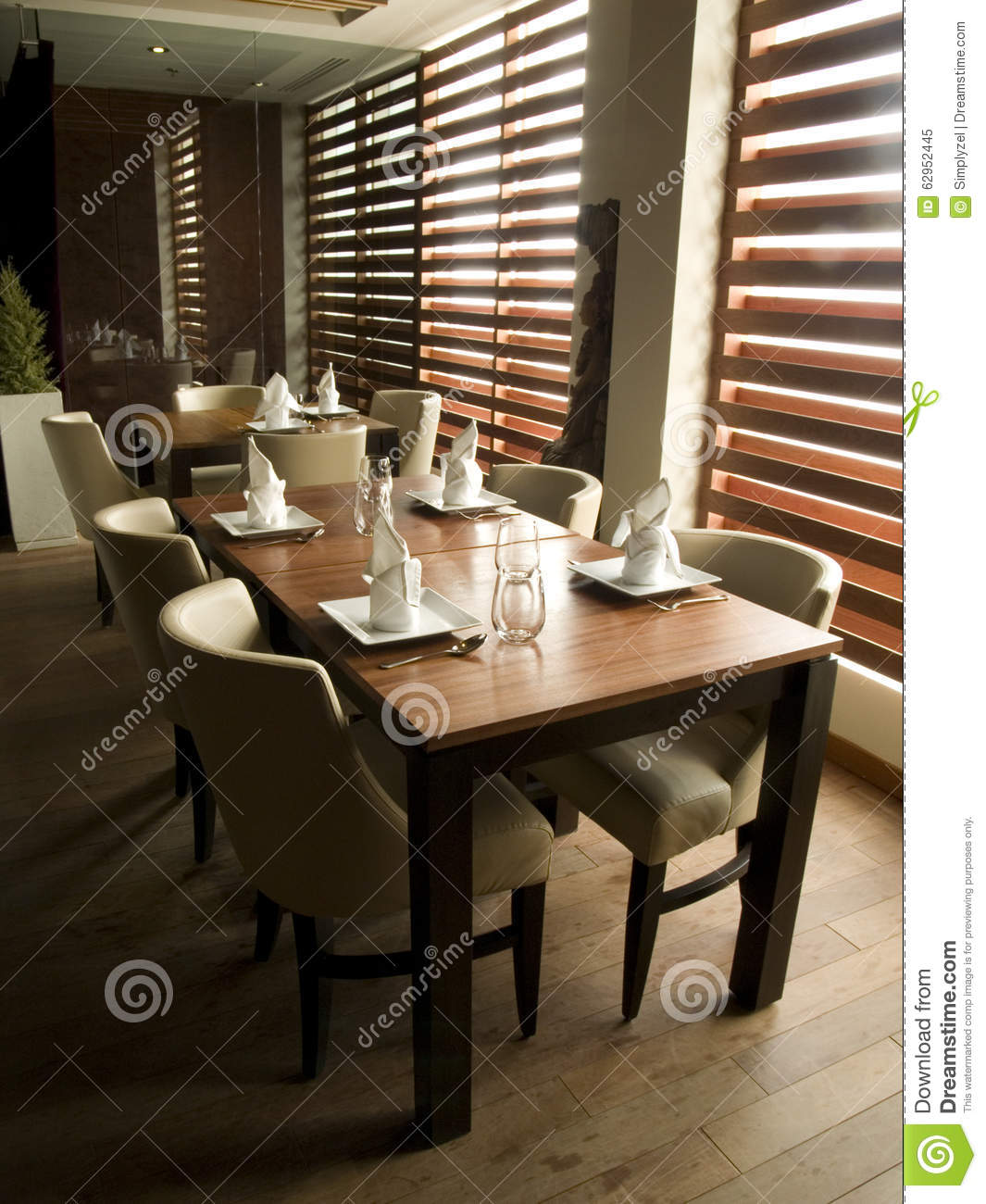 Fancy restaurant table setting - Modern Restaurant Table Setting