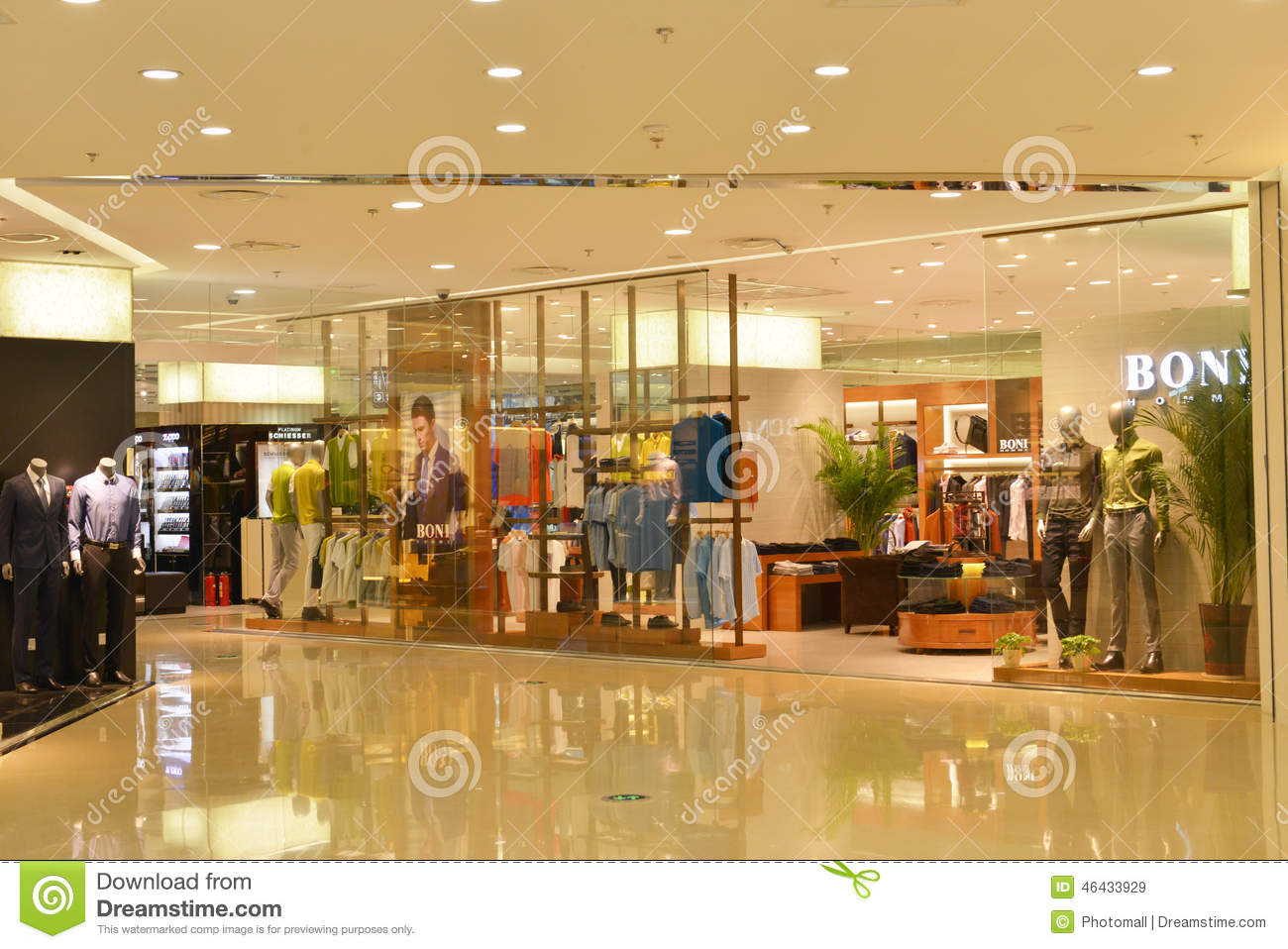 Fashion store window in shopping mall clothing stores in for Modern retail building design