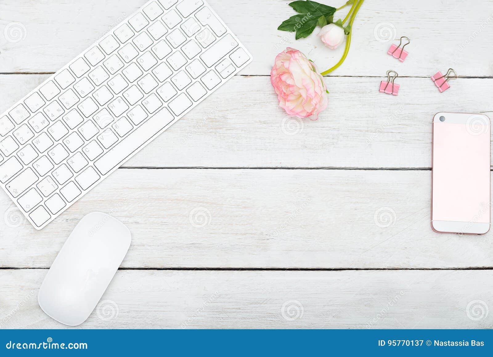 Modern romans Åtlöje upp det kvinnliga skrivbordet