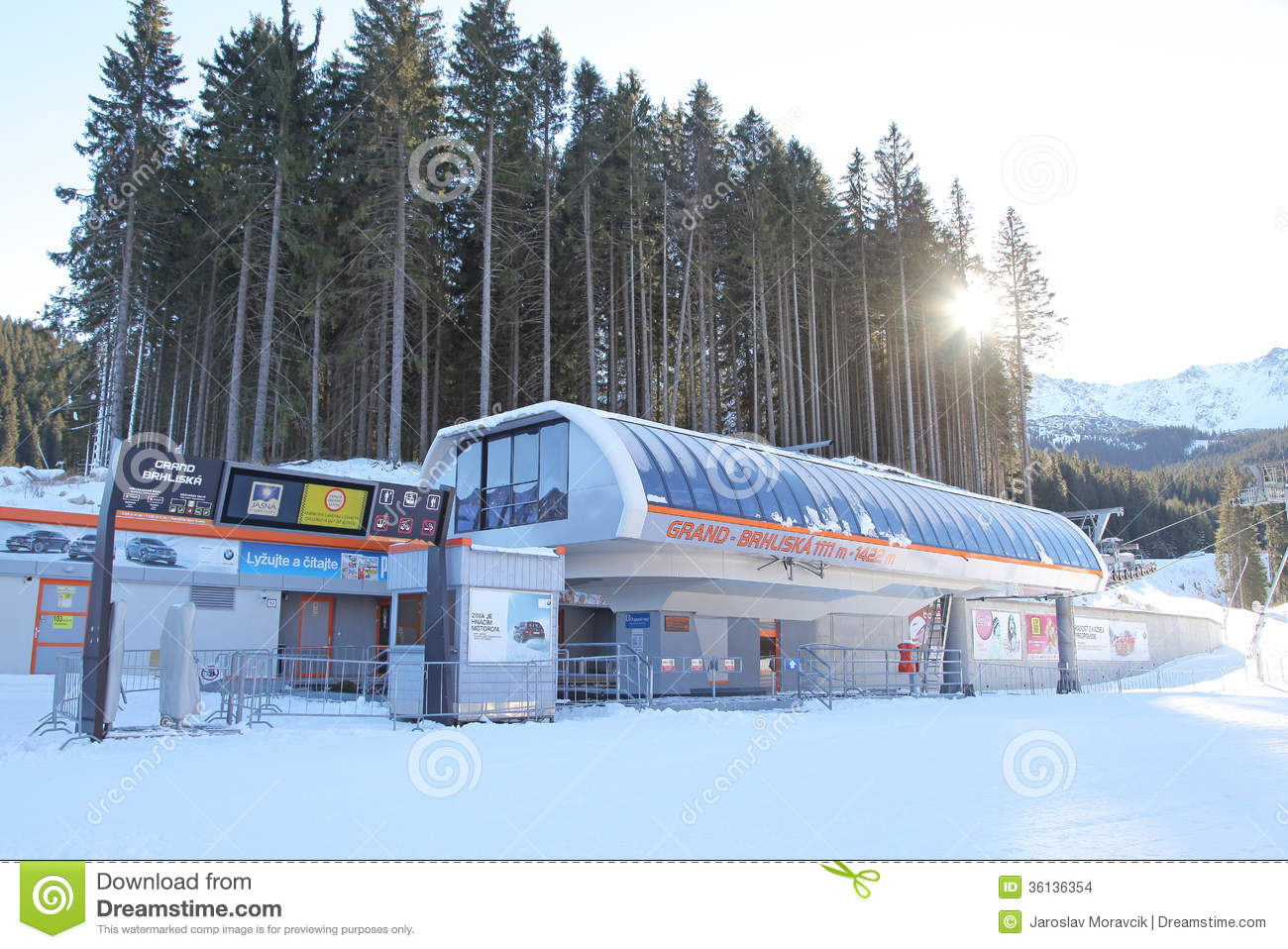 Modern ropeway in low tatras slovakia editorial stock for Moderne skihotels