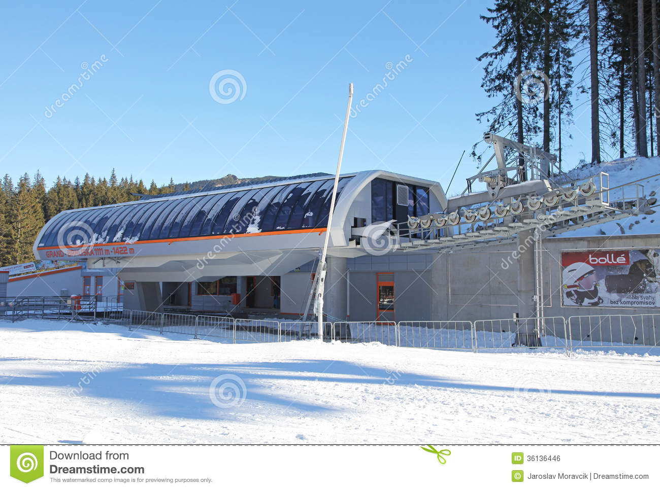 Modern ropeway in low tatras slovakia editorial photo for Moderne skihotels