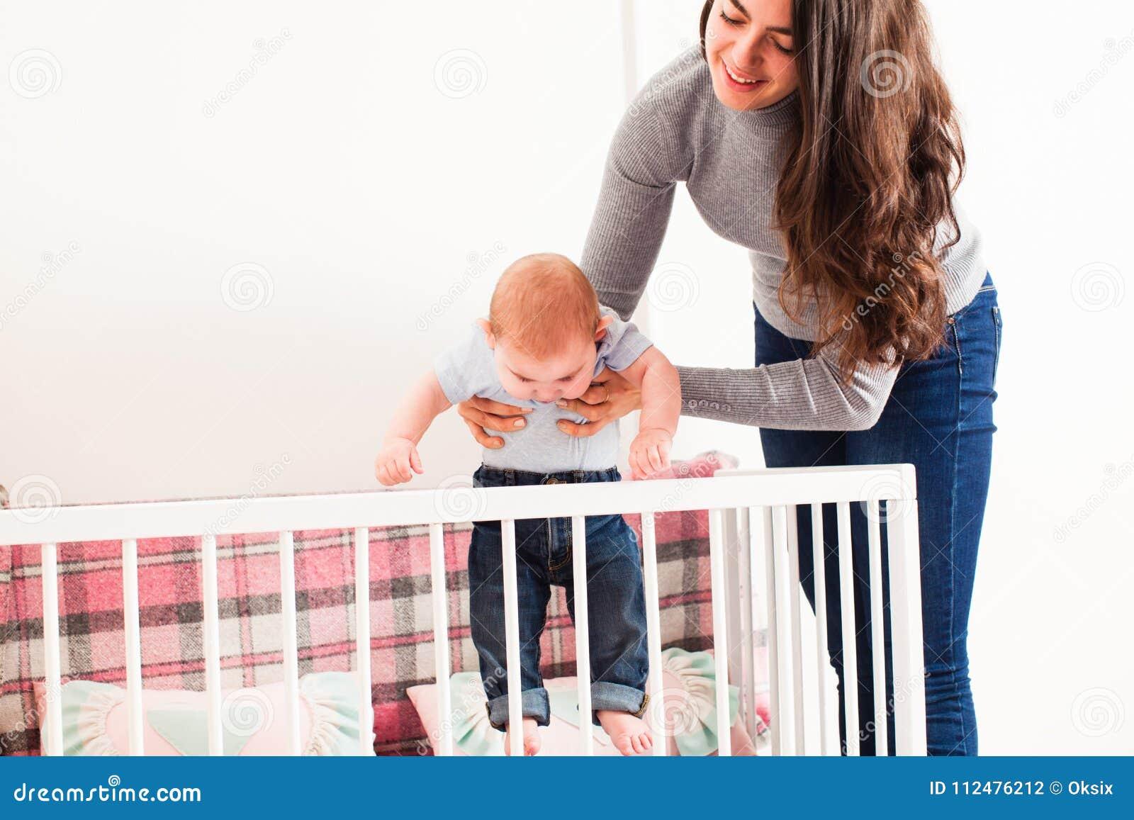 Modern rymmer behandla som ett barn