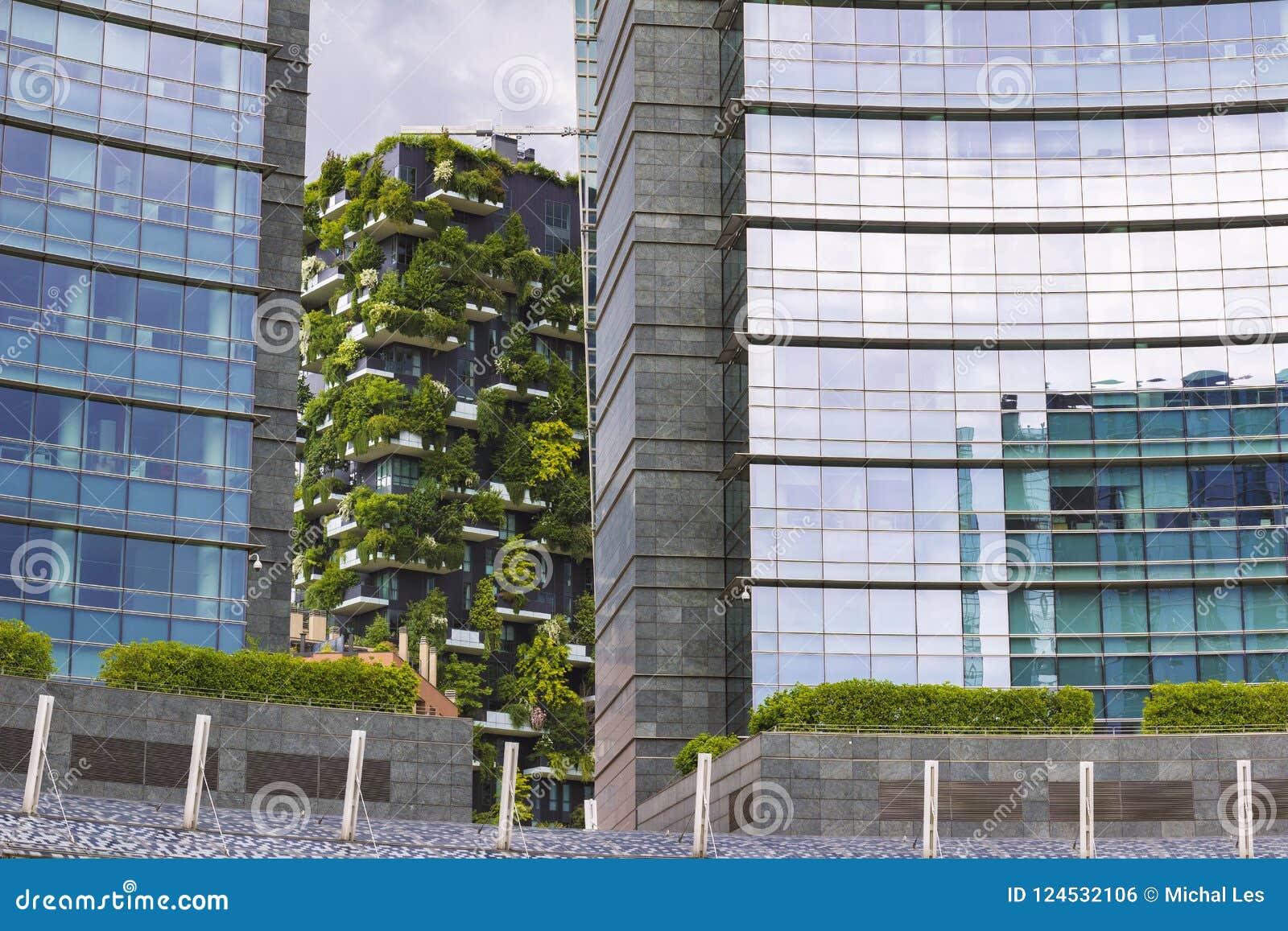 Modern sammanboende och naturbegrepp, sikt av Bosco Verticale apartamenthus, Italien Milan
