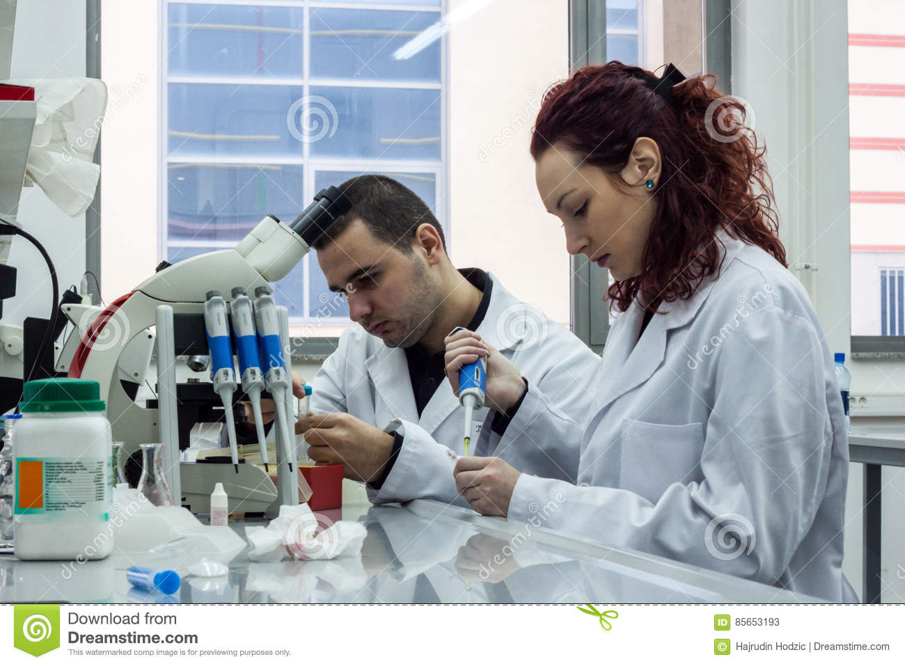 how to become a research scientist biotechnology