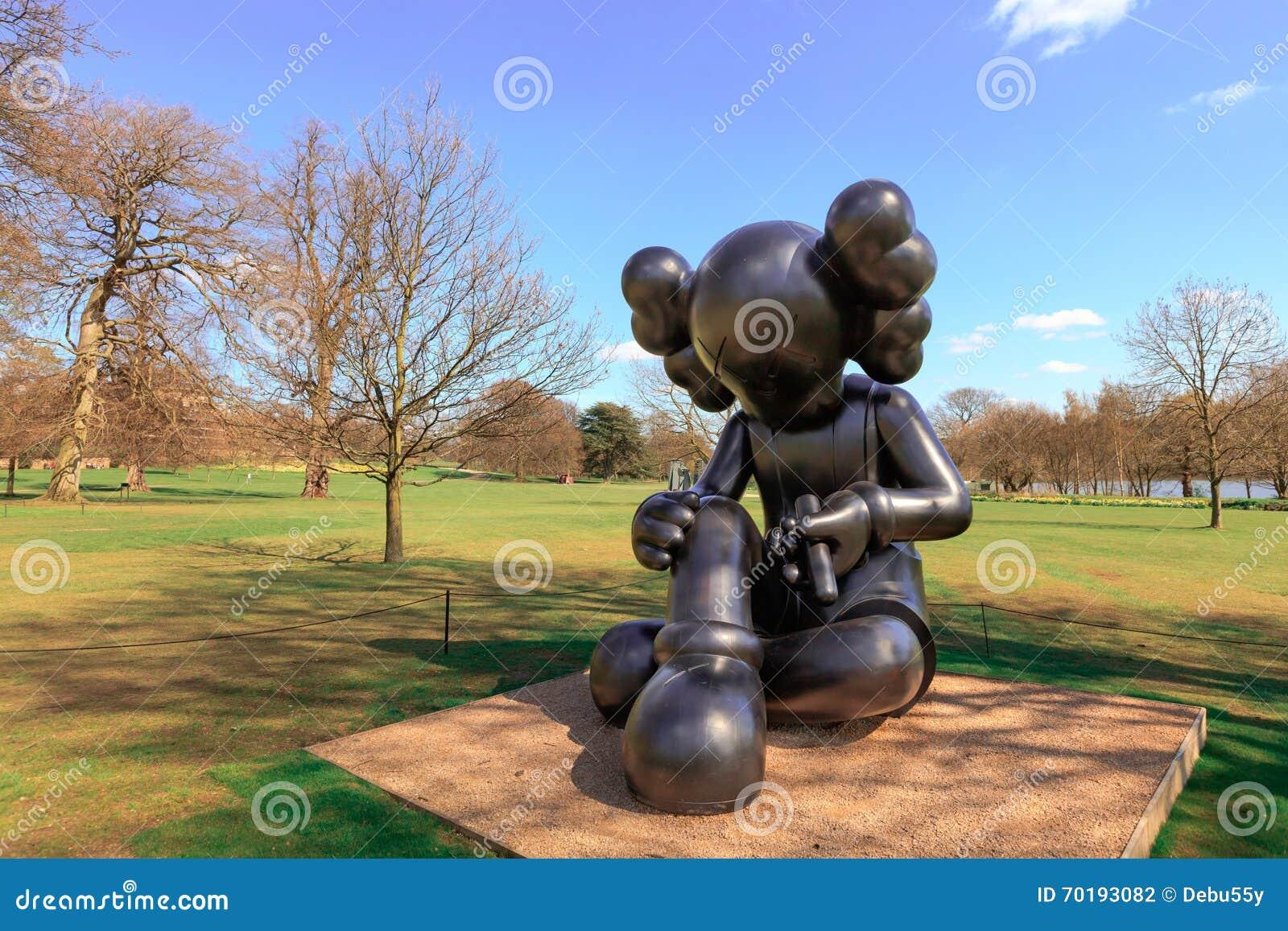 Modern skulptur i YSPEN