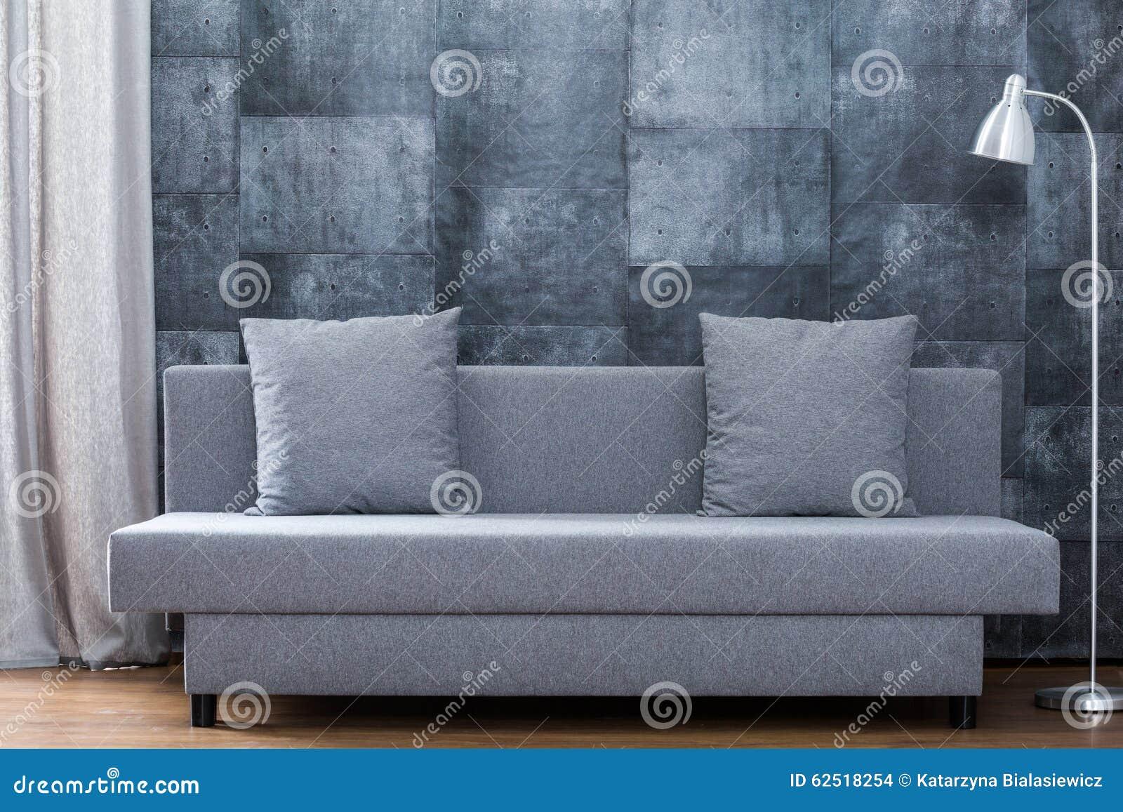 Modern Soffa- Och Betongtapet Arkivfoto - Bild: 62518254