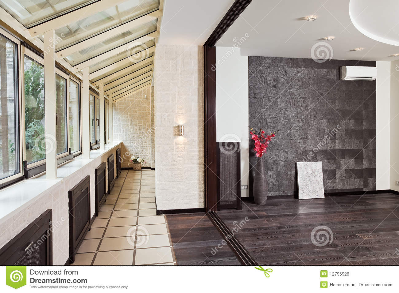 Modern studio and balcony gallery interior royalty free for Balcony gallery