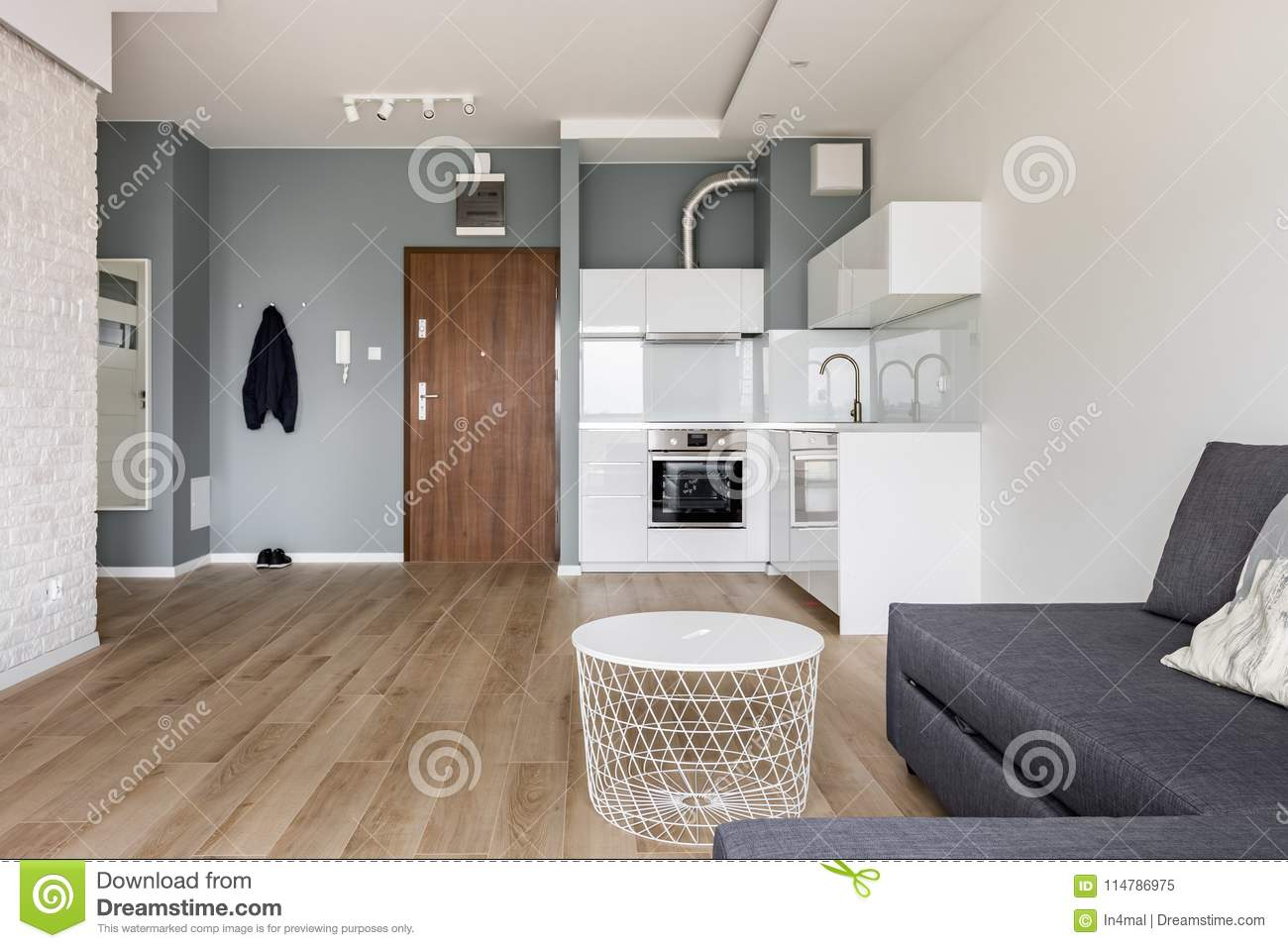Studio flat with small kitchen