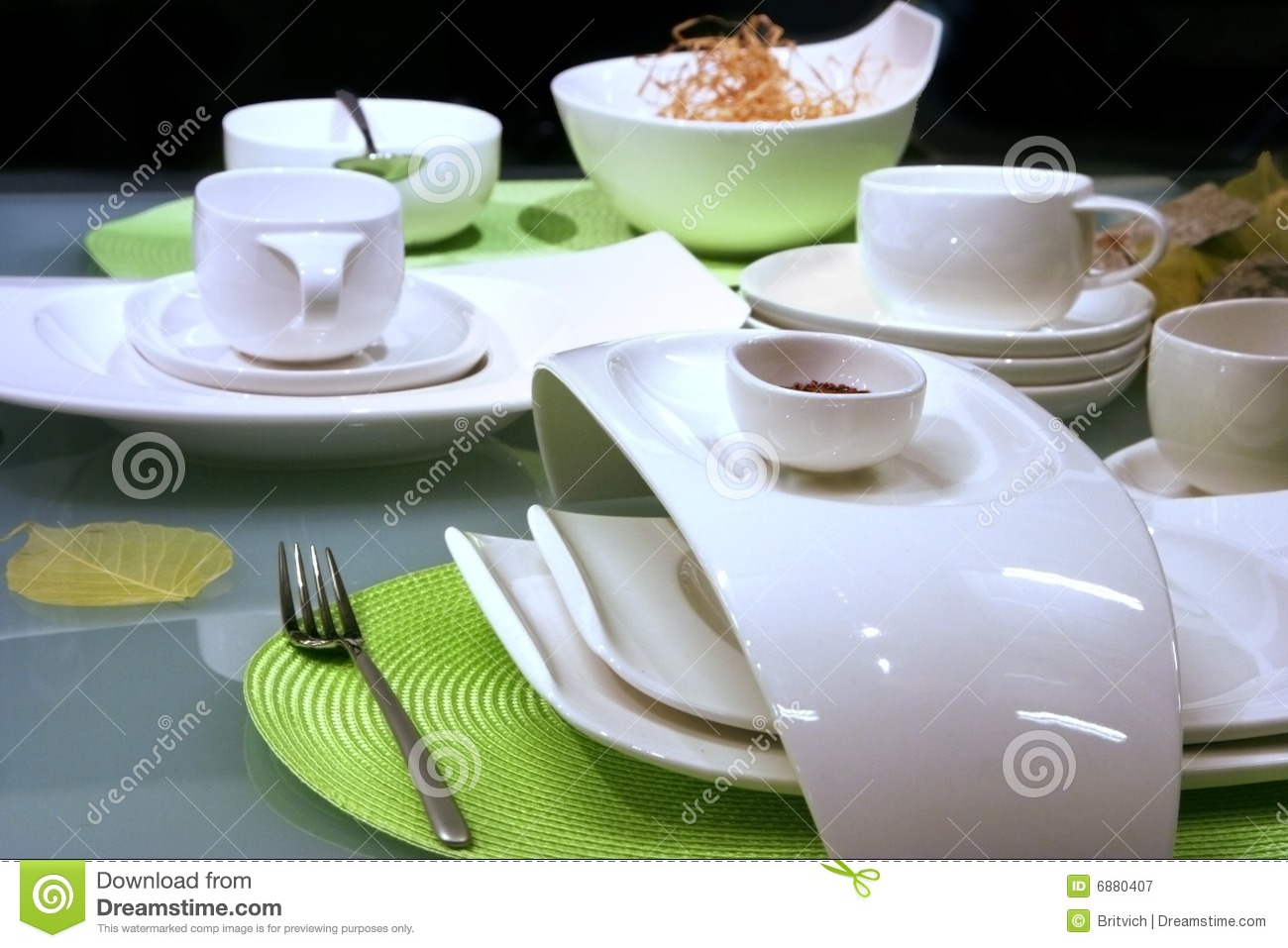 Modern restaurant table setting - Modern Table Settings