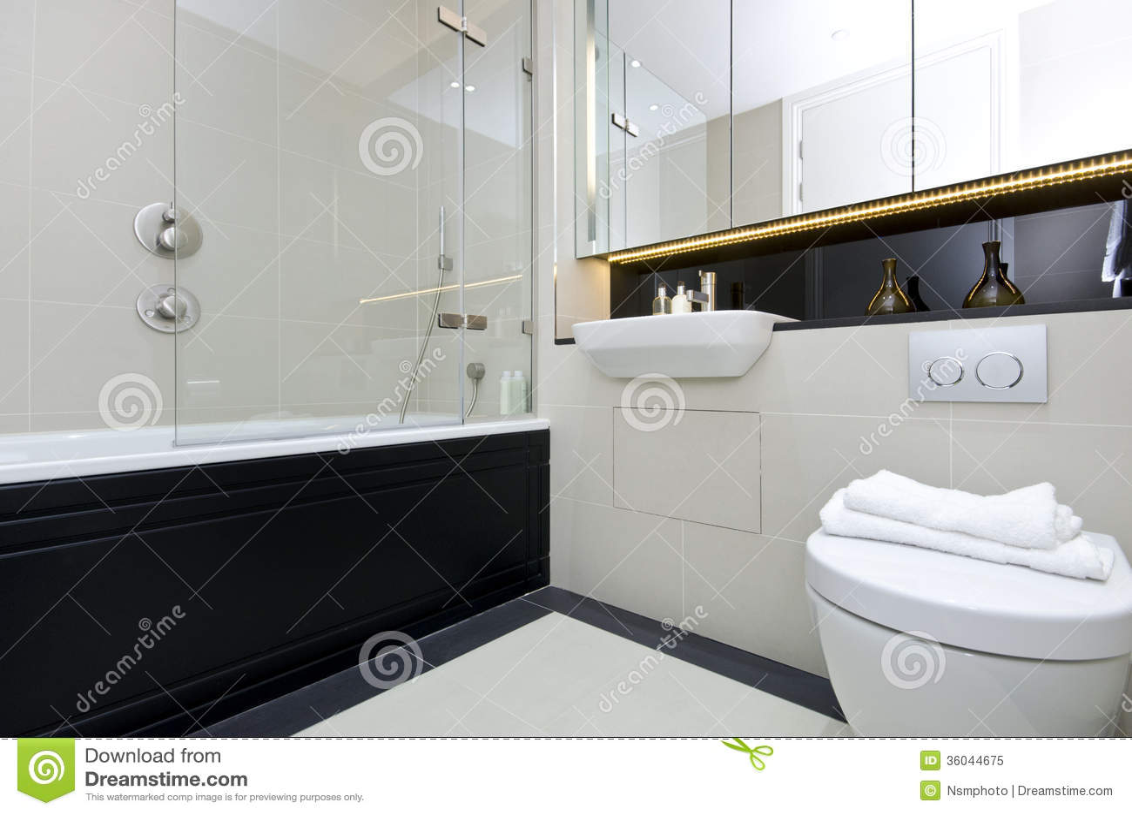 Modern three piece en suite bathroomin beige royalty free for 3 piece bathroom ideas