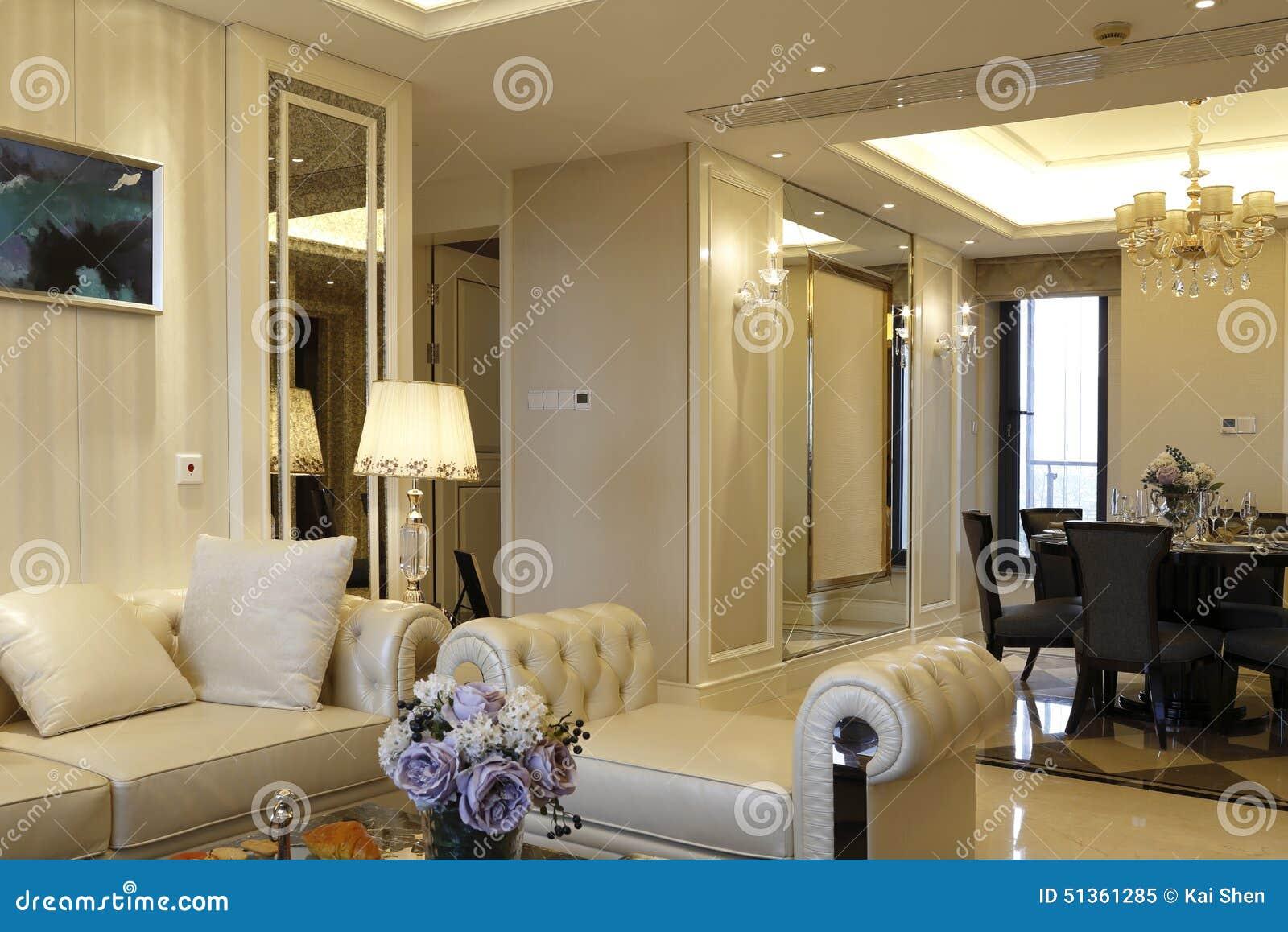 Modern trendig vardagsrum i lägenheten arkivfoto   bild: 51361285